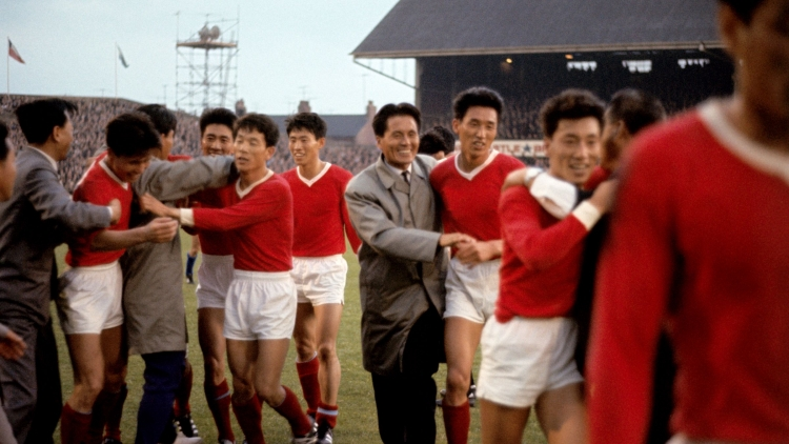 Ngày này năm xưa: Bóng đá Triều Tiên gây sốc cả thế giới