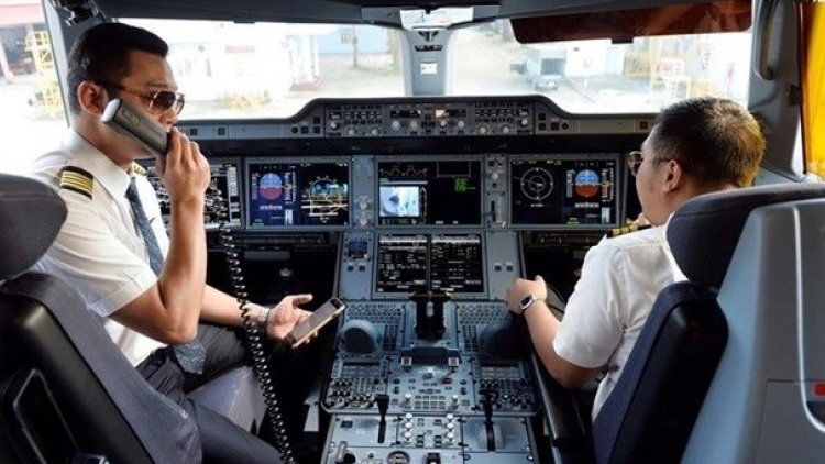 Pilots required to be fully vaccinated to operate flights