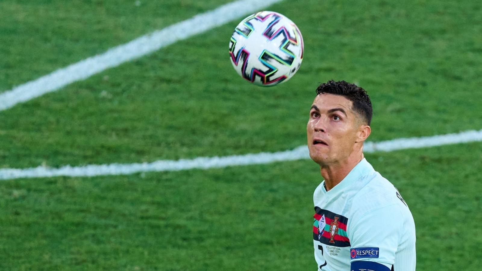 Man City tính gây sốc với Ronaldo