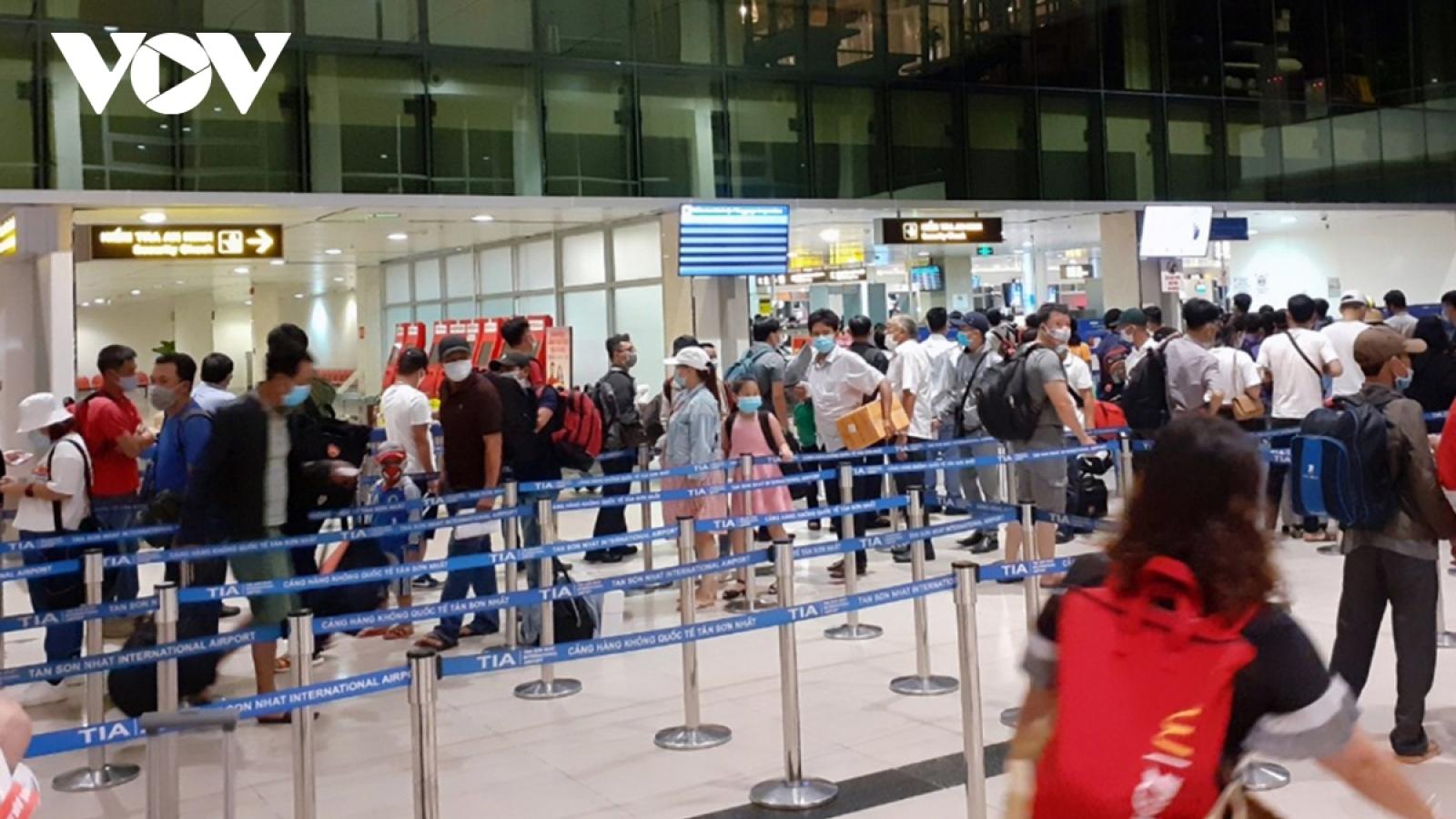 Từ ngày 9/7, mỗi ngày chỉ cho phép 54 chuyến bay đi, đến TP. Hồ Chí Minh