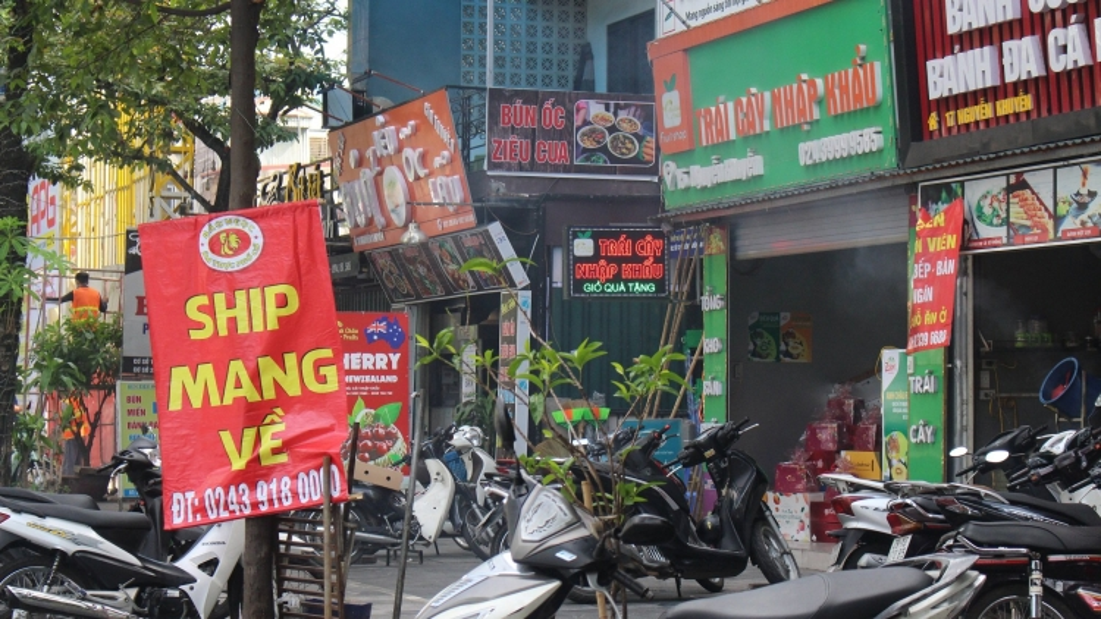 """Nhà hàng, quán ăn ở Hà Nội chấp hành """"bán mang về"""""""