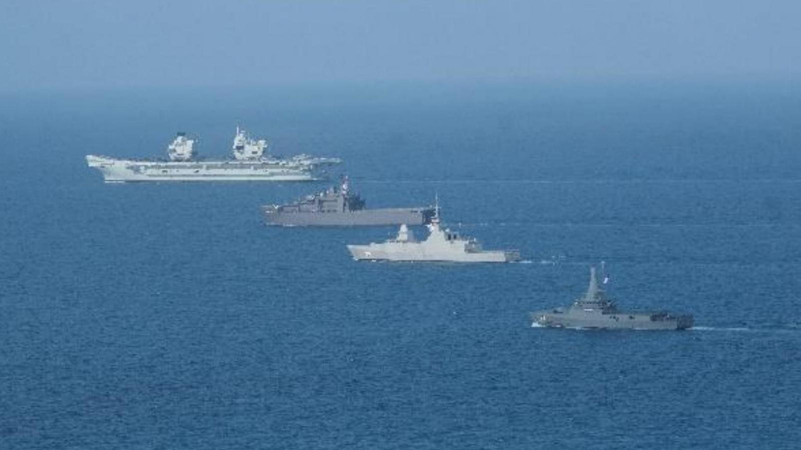Nhóm tàu sân bay Anh diễn tập với Hải quân Singapore ở phía Nam Biển Đông