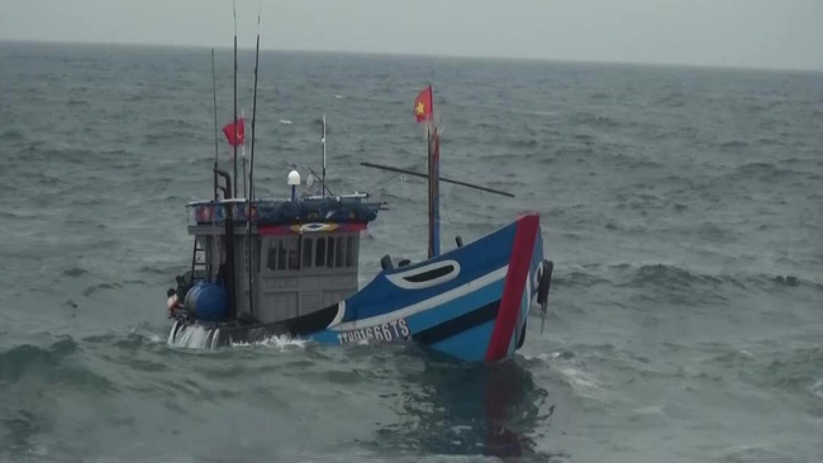 Cà Mau: Chìm phương tiện đánh bắt trên biển, cặp vợ chồng tử vong