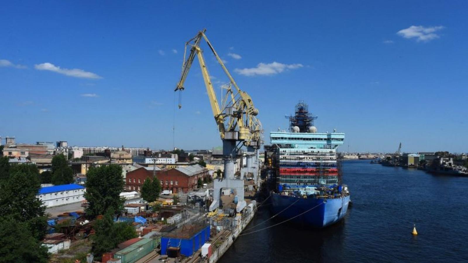 Nga đóng tàu phá băng chạy bằng khí đốt hóa lỏng đầu tiên