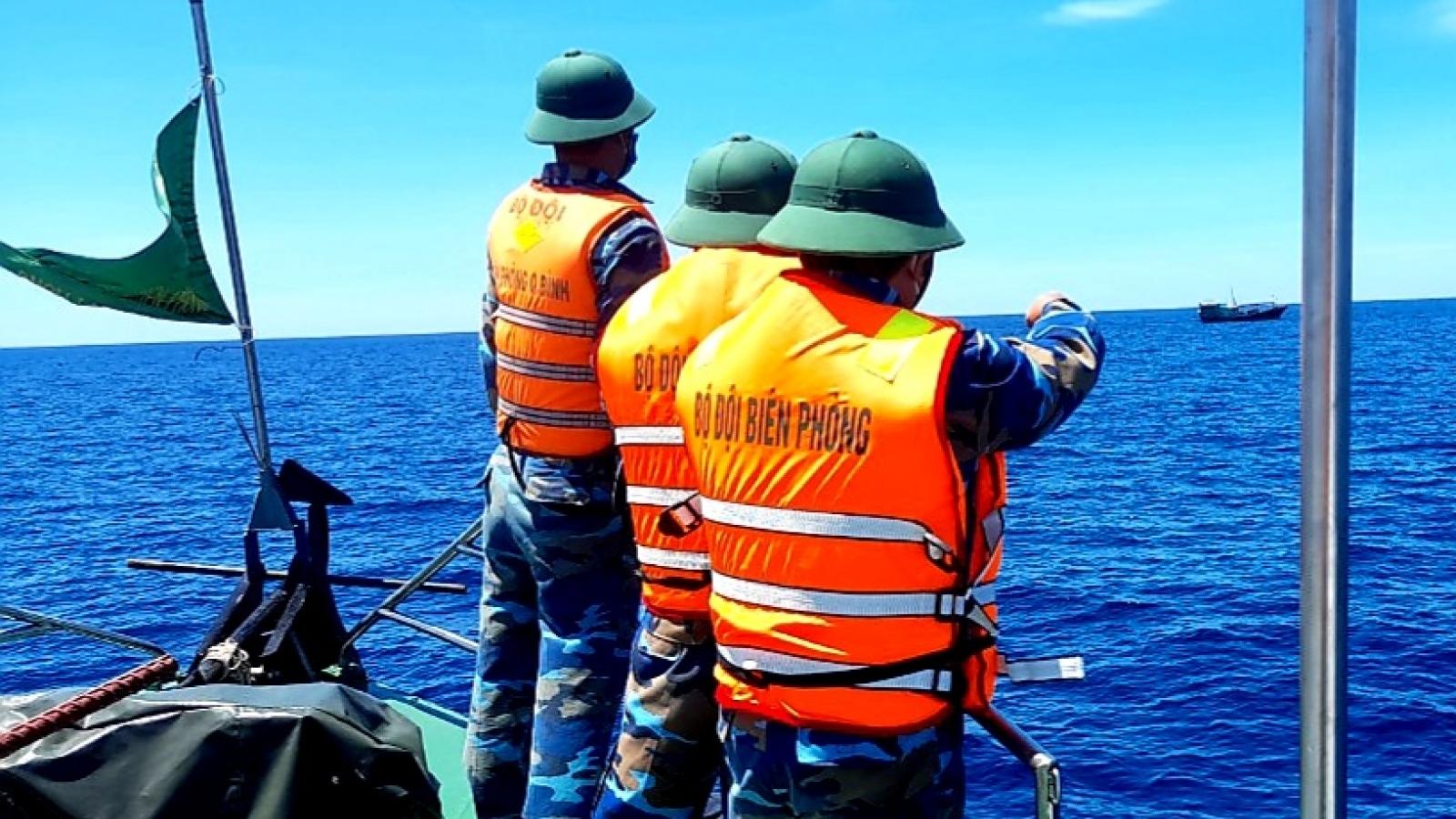 Bộ đội biên phòng Quảng Bình đuổi tàu nước ngoài ra khỏi lãnh hải Việt Nam