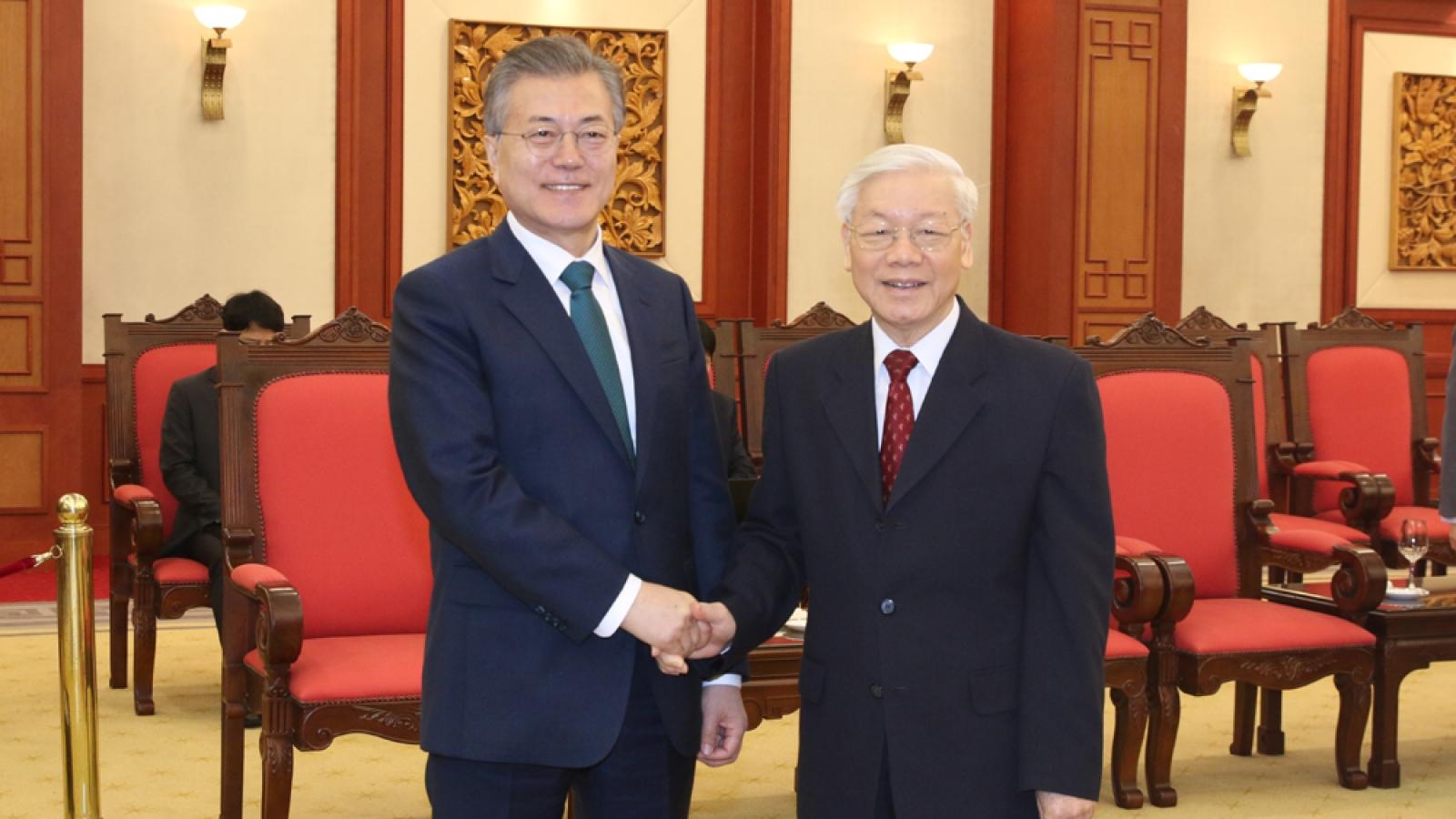Tổng Bí thư Nguyễn Phú Trọng điện đàm với Tổng thống Hàn Quốc Moon Jae-in