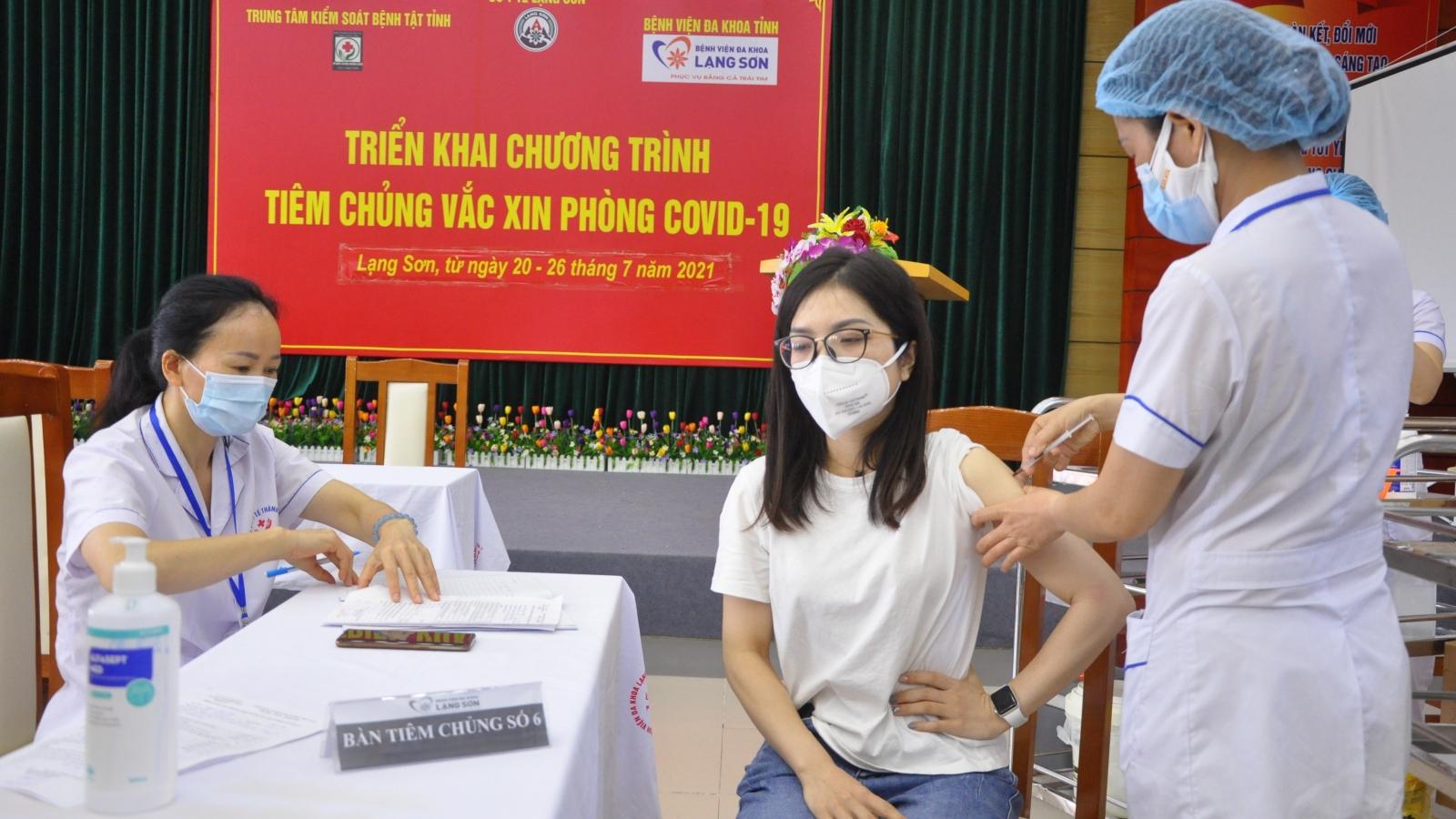 Lạng Sơn tiêm vaccine COVID-19 cho người dân khu vực biên giới