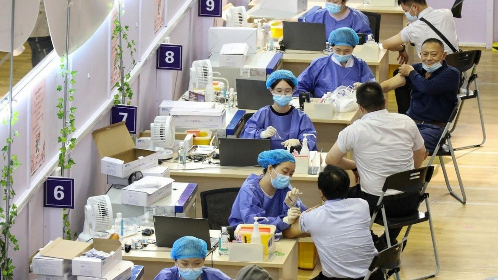 Tranh cãi về mũi vaccine Covid-19 thứ ba khi các biến thể mới ngày càng lây lan rộng