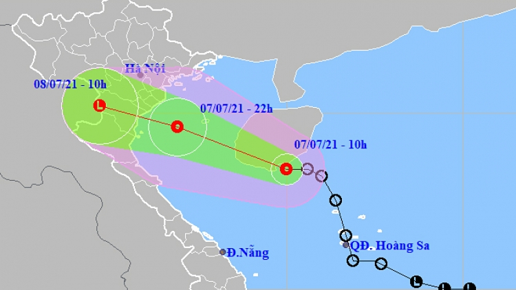 Tropical low depression moves closer, heavy rain expected