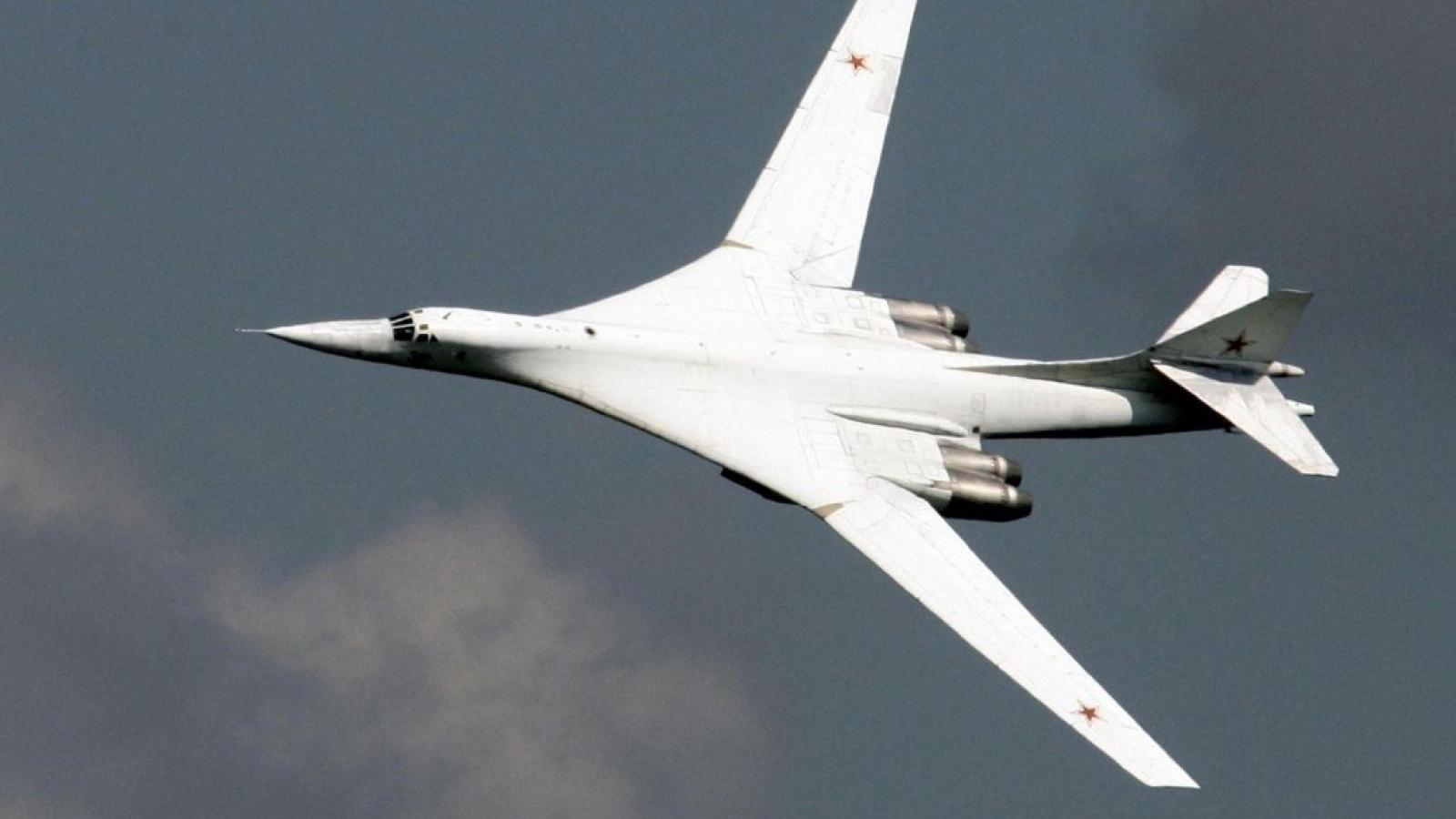 """Tu-160 kết hợp tên lửa đạn đạo siêu thanh: """"Công thức diệt mục tiêu"""" mới của Nga?"""