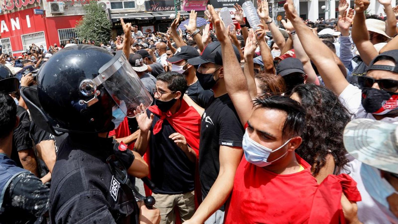 Dư luận quốc tế về cuộc khủng hoảng chính trị ở Tunisia