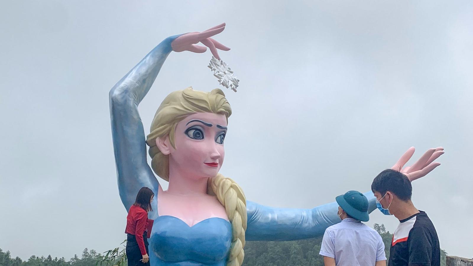 Sa Pa yêu cầu dừng thi công, tháo dỡ tượng Elsa trước ngày 21/7