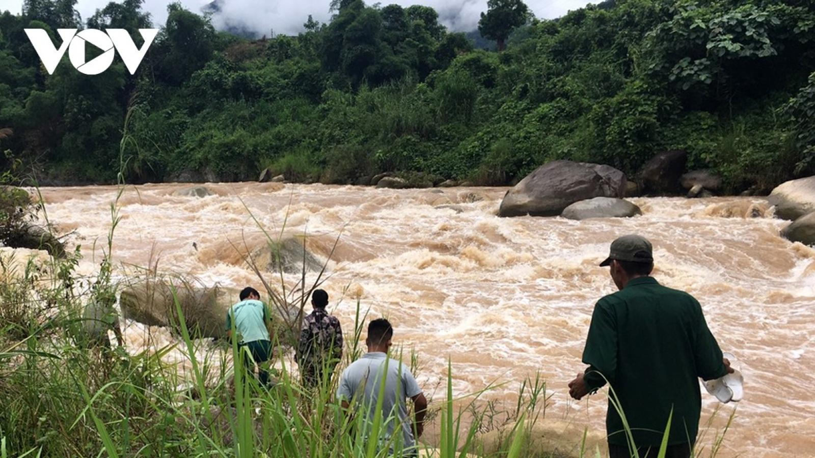 Một bé trai 6 tuổi bị nước lũ cuốn trôi thương tâm ở Sơn La