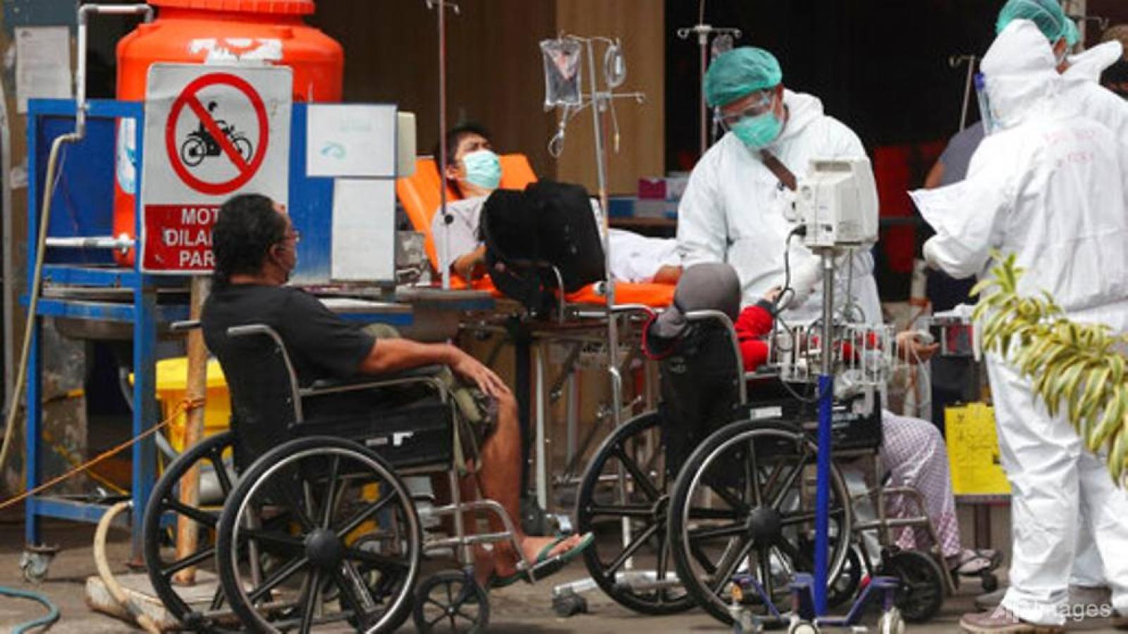 Indonesia: Hệ thống y tế quá tải, bệnh nhân Covid-19 vật vã tự điều trị tại nhà