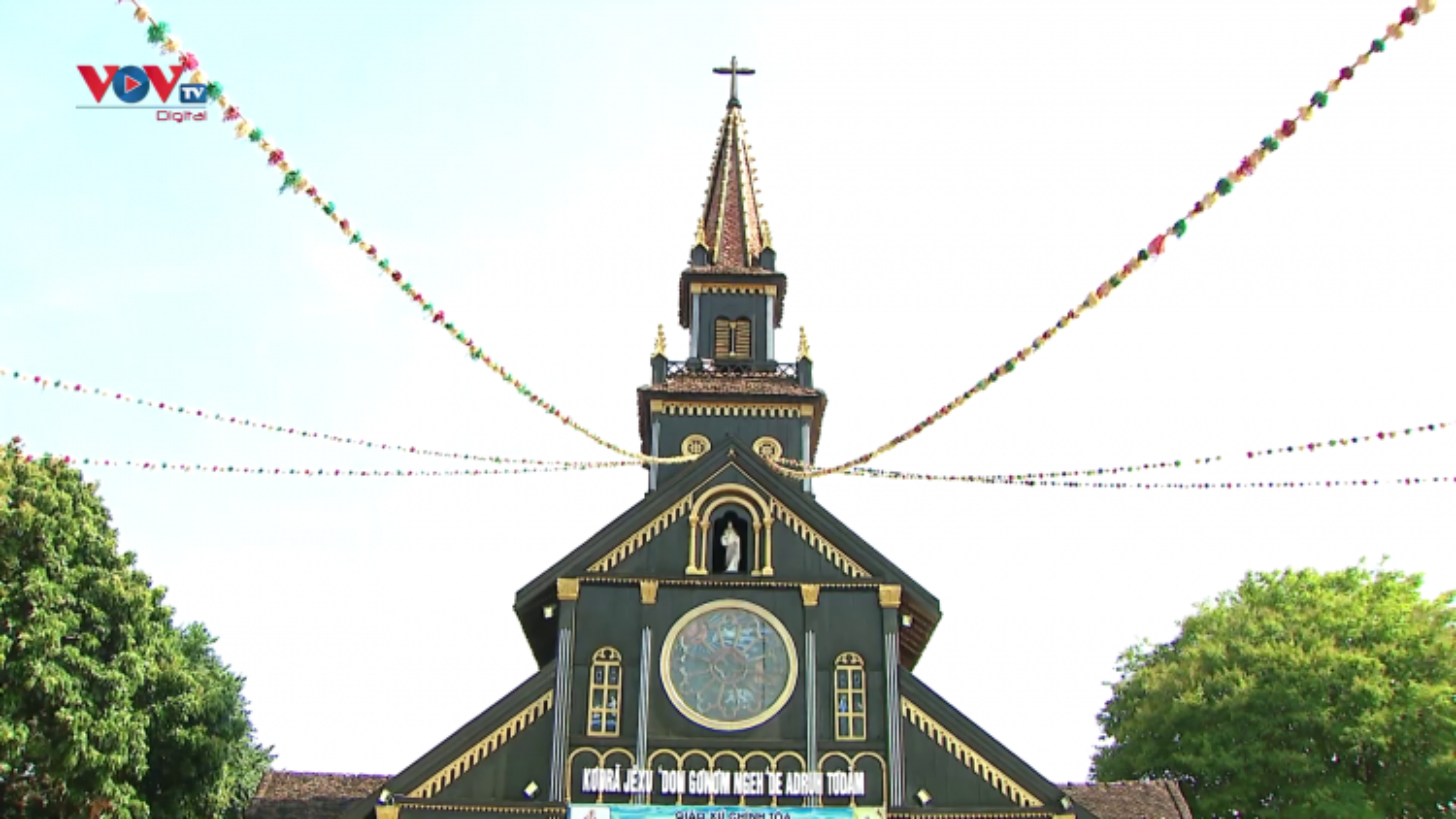Chiêm ngưỡng nhà thờ chính toà Kon Tum - công trình tôn giáo hơn 100 năm tại Tây Nguyên