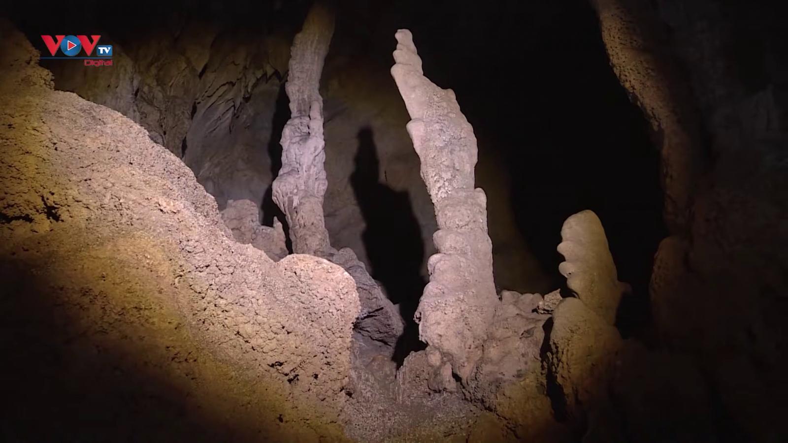 Vẻ đẹp hang động Pusamcap lôi cuốn khách du lịch