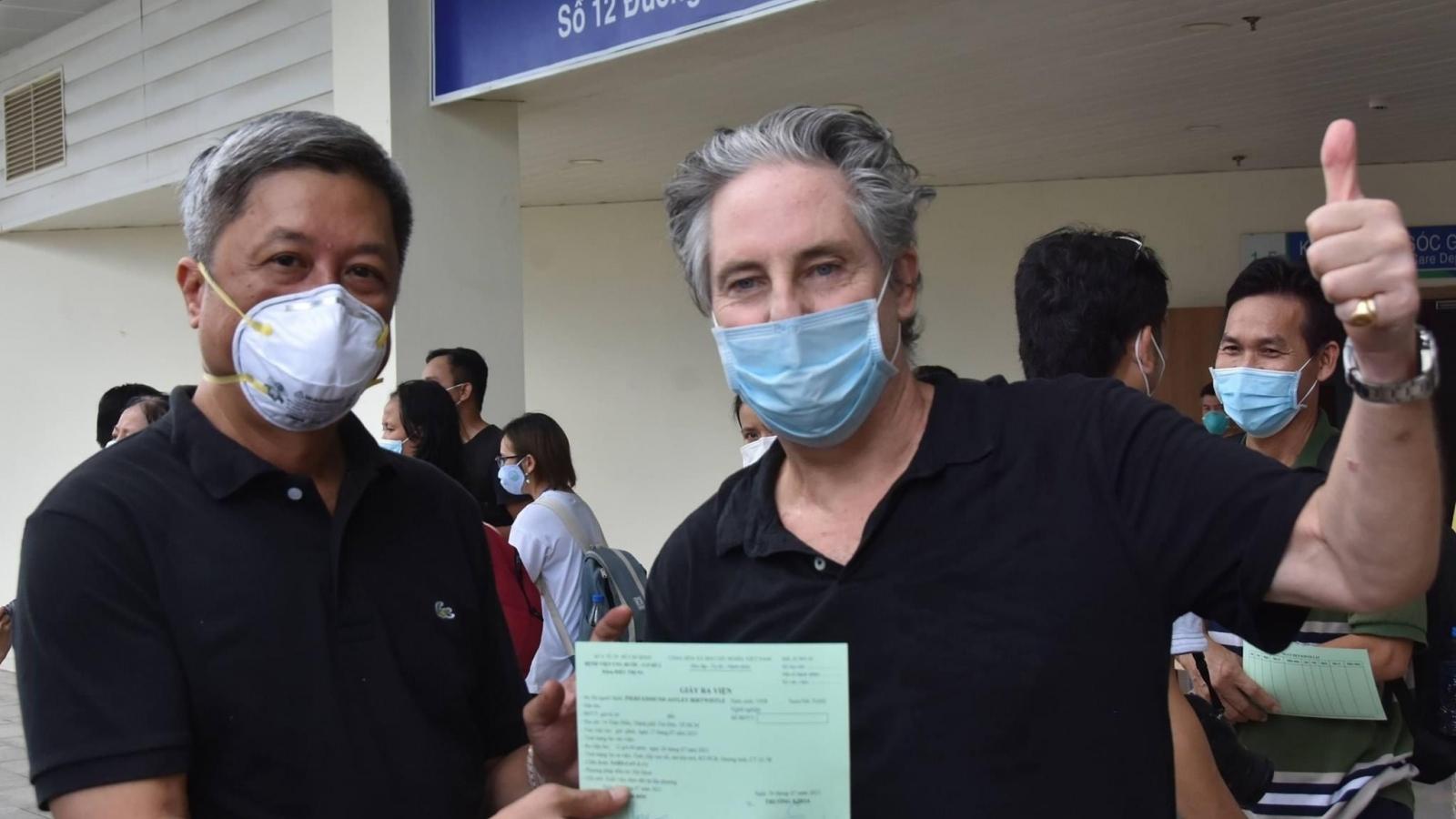 17 bệnh nhân COVID-19 nặng, nguy kịch ở TP.HCM xuất viện