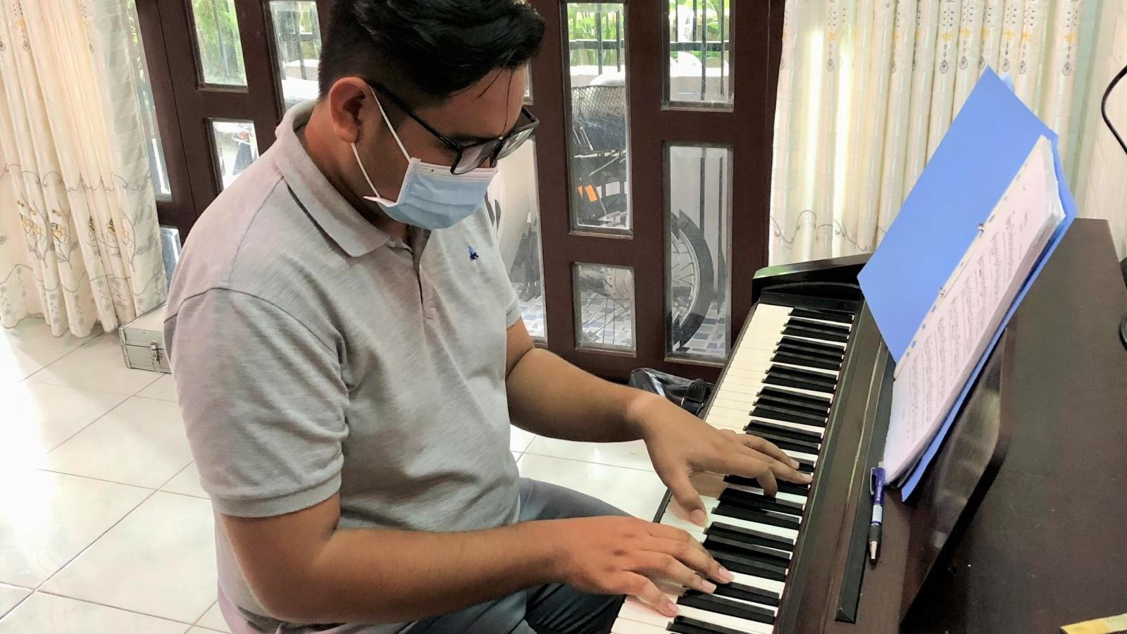 Chàng trai trẻ dùng âm nhạc tuyên truyền phòng chống dịch Covid-19