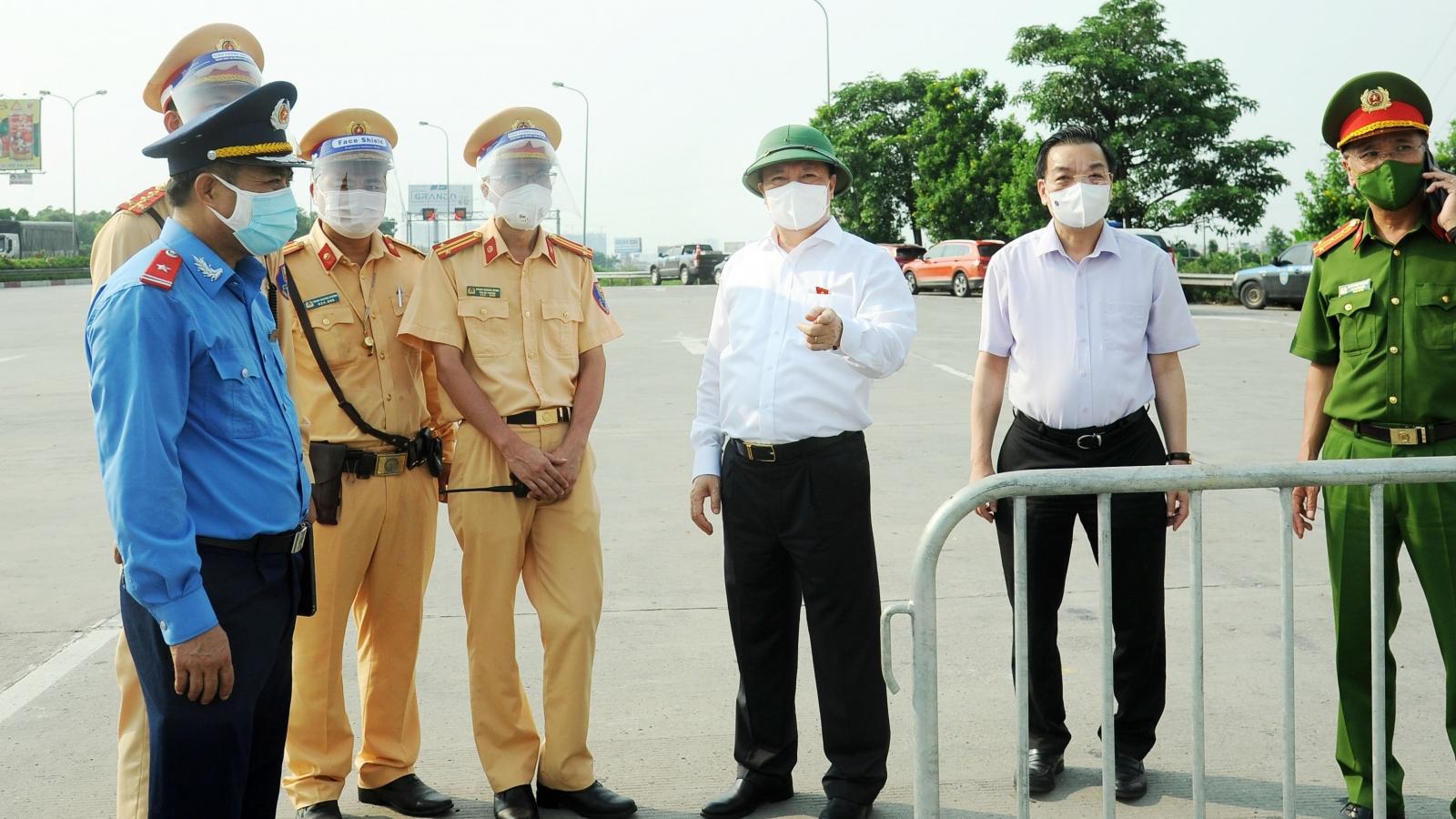 Lãnh đạo Hà Nội trực tiếp kiểm tra phân luồng giao thông tại cửa ngõ Thủ đô