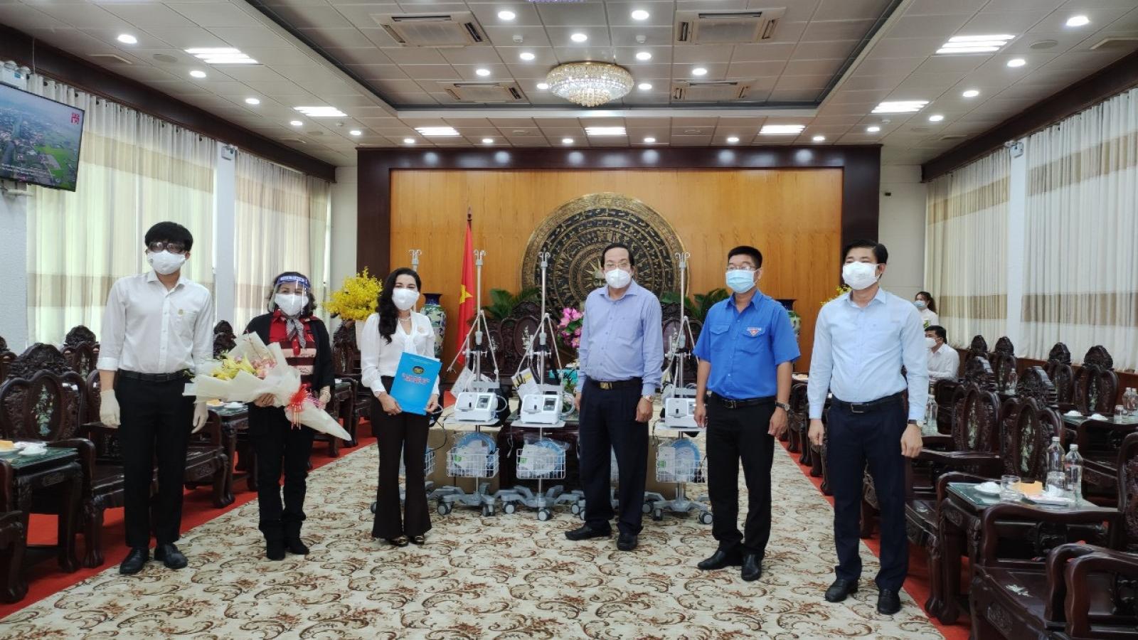 Kim Oanh Group tặng thêm 24 máy thở cho các tỉnh Bình Dương, Long An, Đồng Tháp