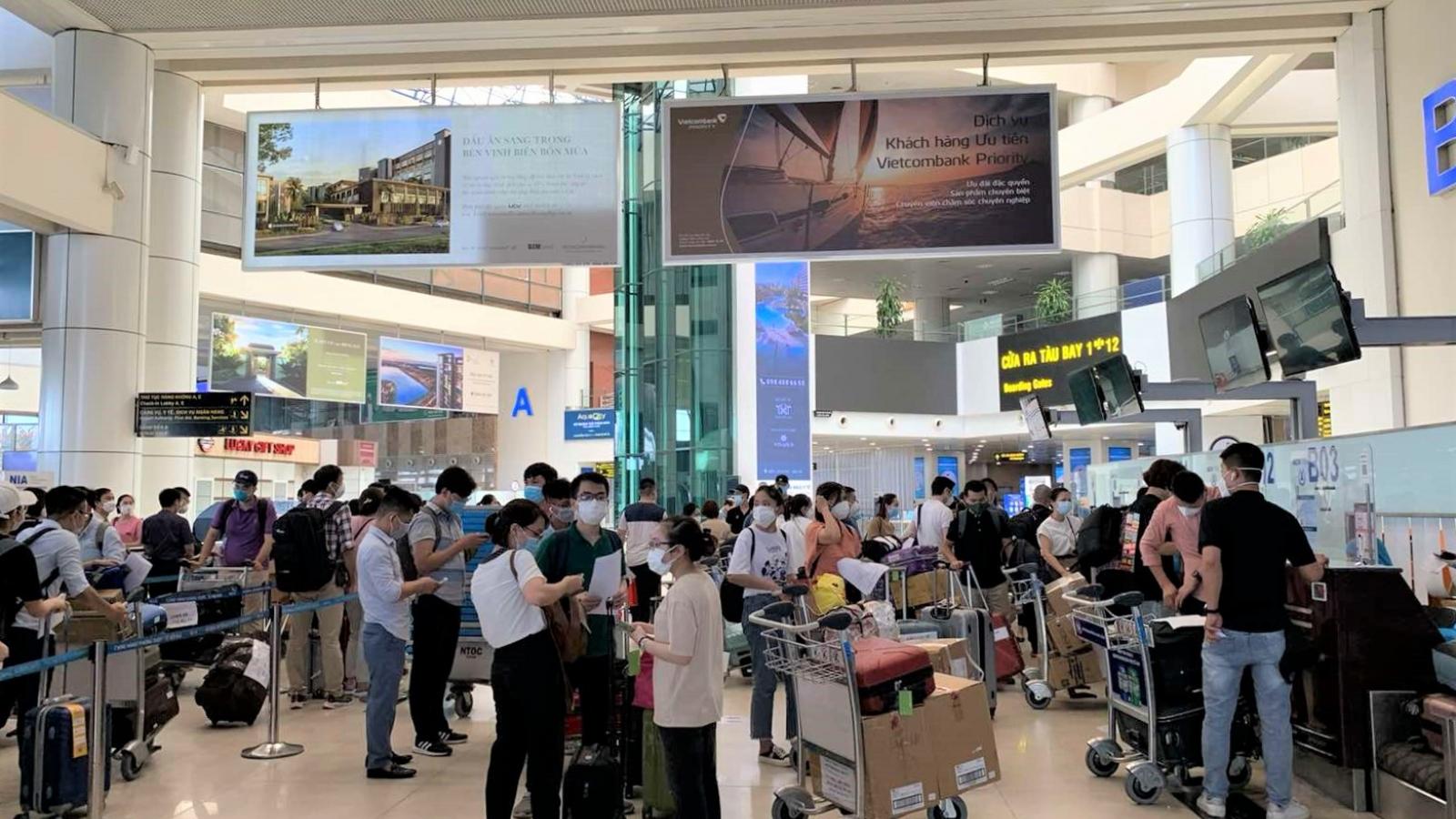 Chuyến bay tốc hànhđưa gần 200 y bác sỹ Bệnh viện Bạch Mai vào TP.HCM chống dịch