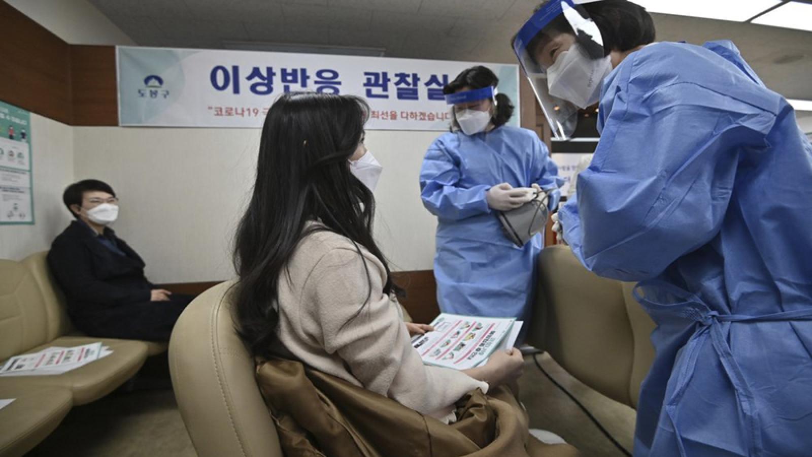 Người nước ngoài tại Hàn Quốc được tiêm vaccine Covid-19 như dân bản địa