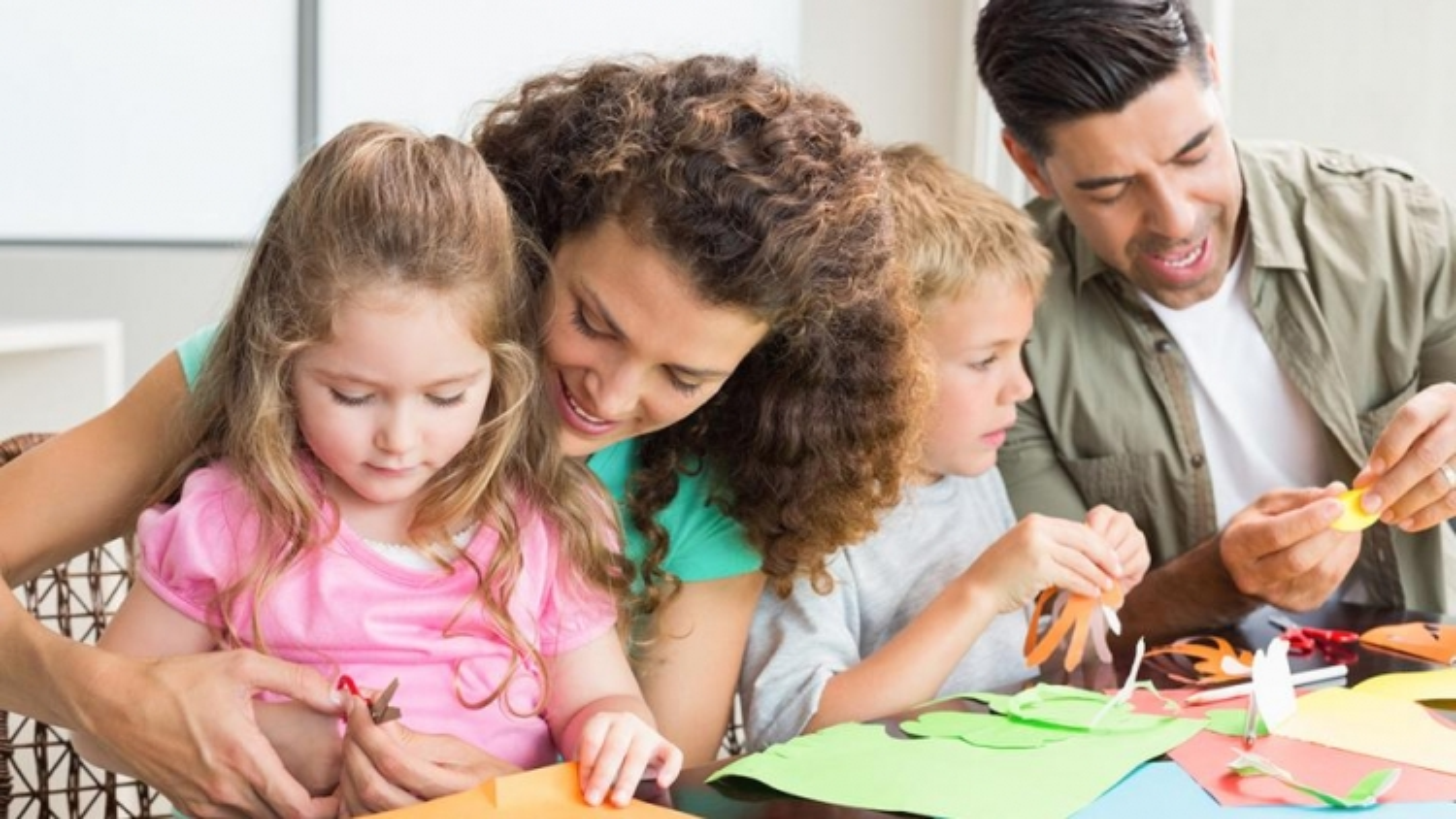 Làm gì để trẻ vui trong ngày dài giãn cách?