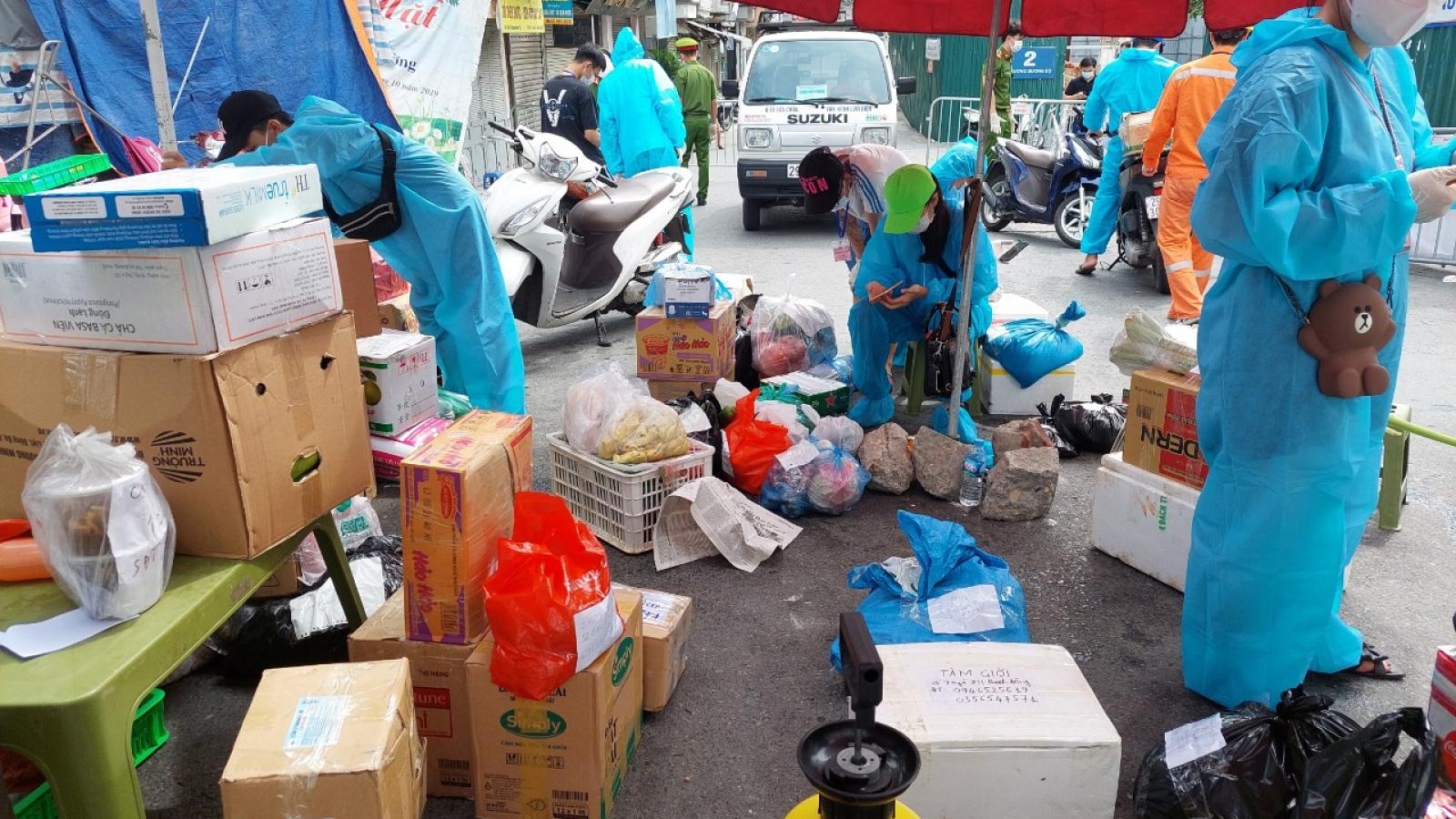 """Ùn tắc cục bộ ở """"cửa khẩu"""" tiếp tế hàng hóa phường Chương Dương"""