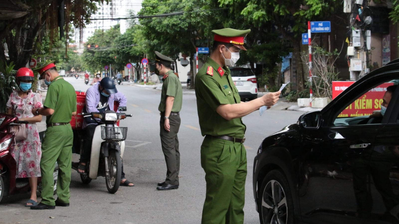 Công an Hà Nội xử phạt546 trường hợp vi phạm giãn cách xã hội