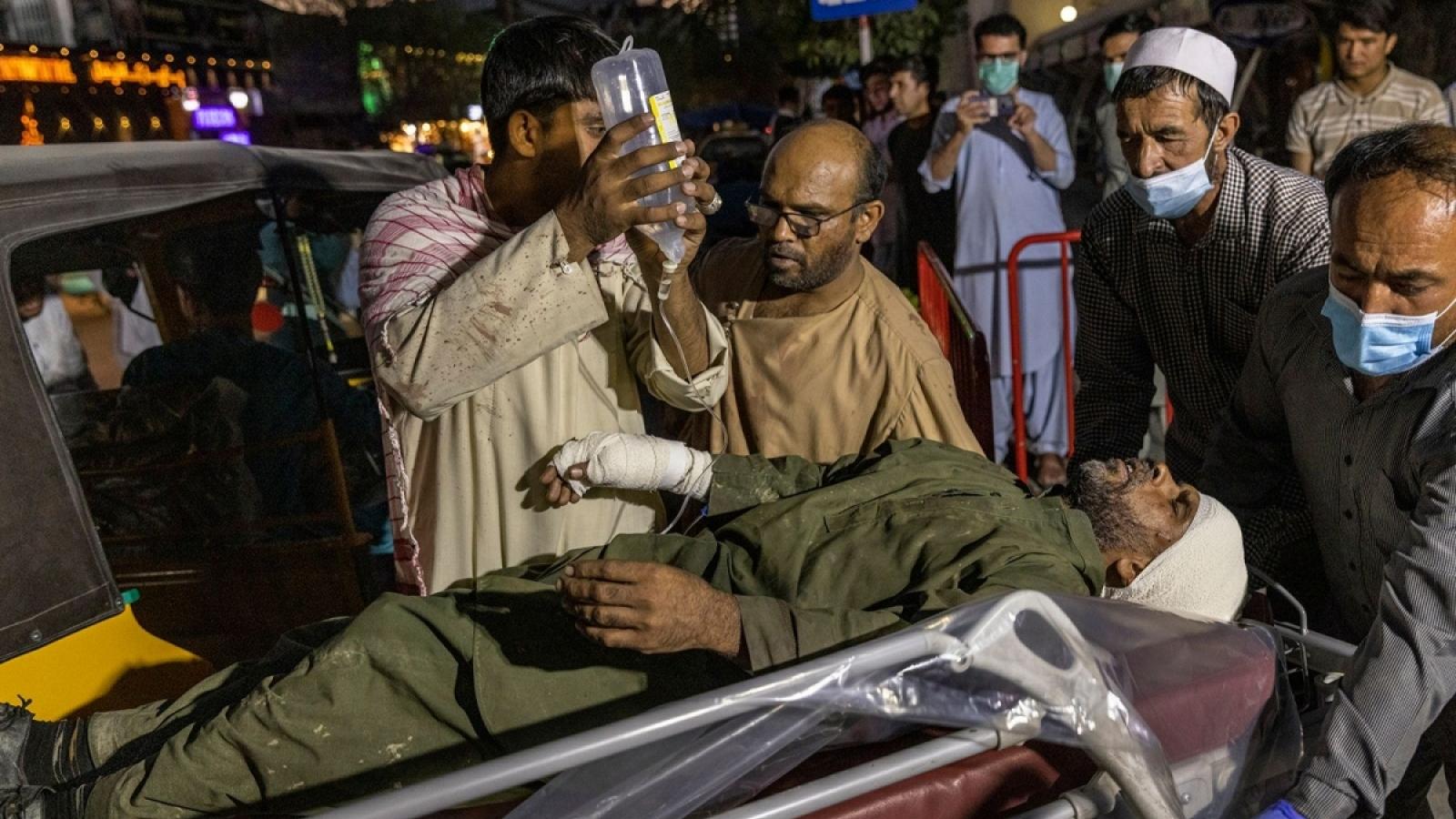 """""""Ngày tận thế"""" ở sân bay Kabul: Khi sự chờ đợi tuyệt vọng trở thành nỗi kinh hoàng"""