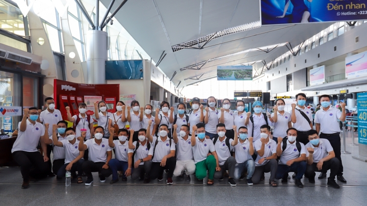 Medical staff depart for HCM City to support COVID-19 battle