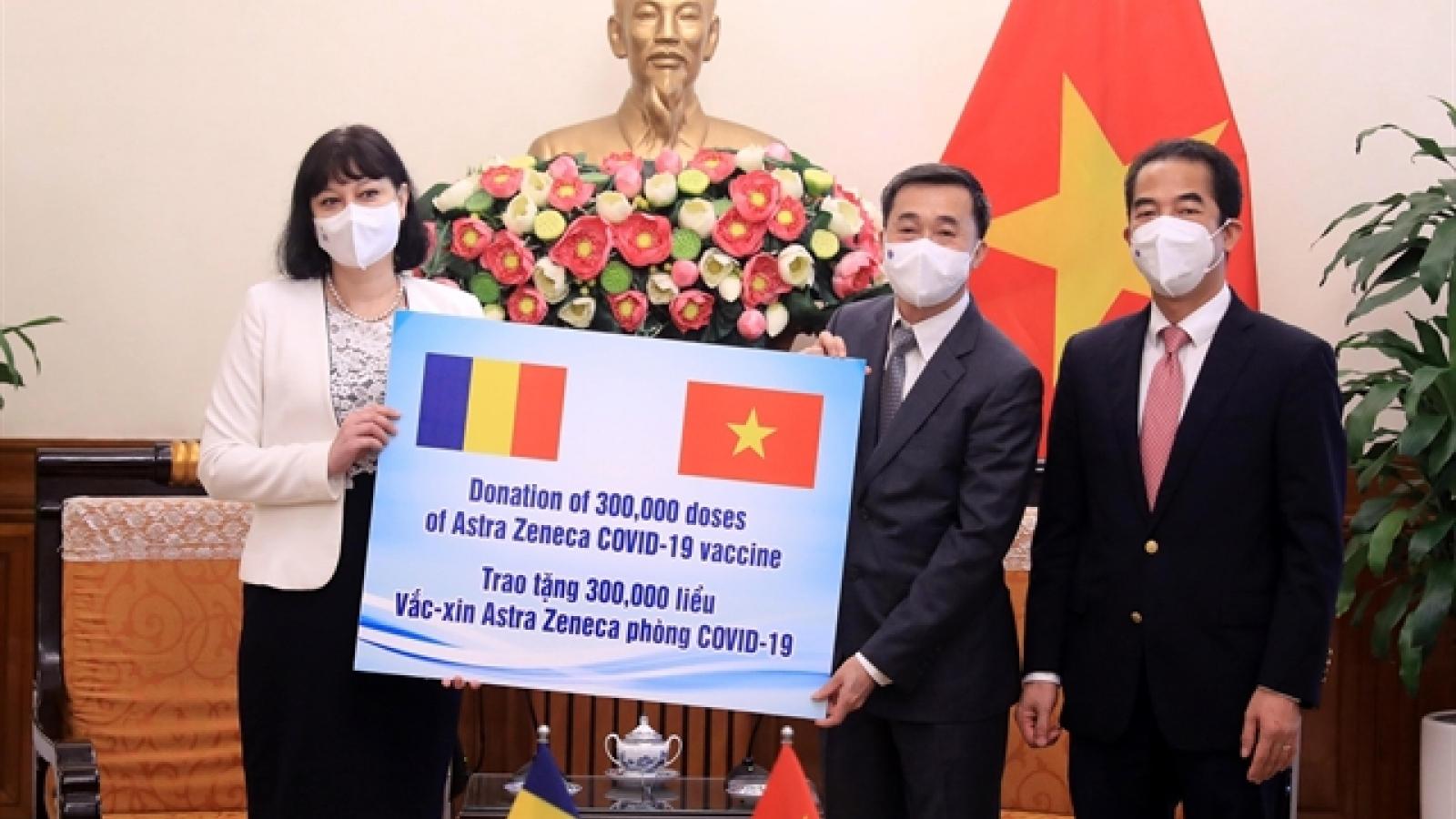 Vietnam receives 300,000 doses of AstraZeneca vaccine from Romania