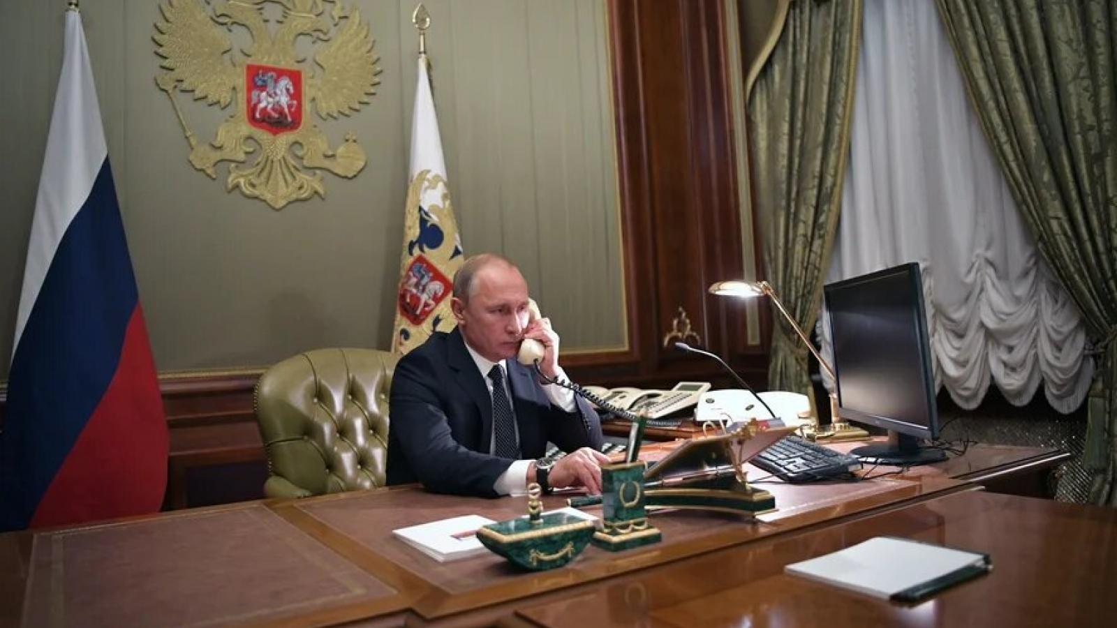 Tổng thống Nga điện đàm với Tổng thống Pháp về tình hình Afghanistan