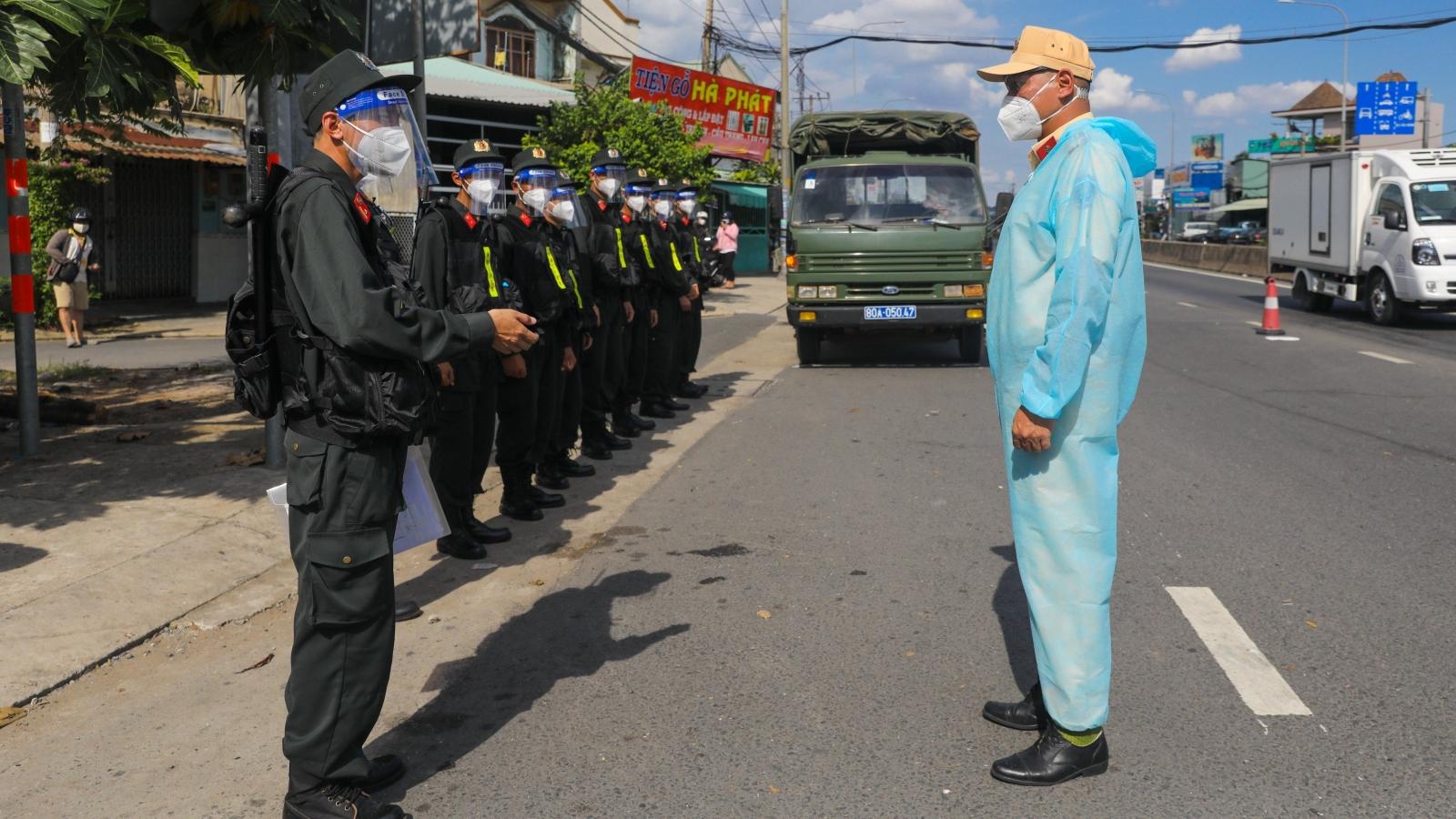 Công an TP.HCM tiếp nhận lực lượng tăng cường phòng chống dịch của Bộ Công an