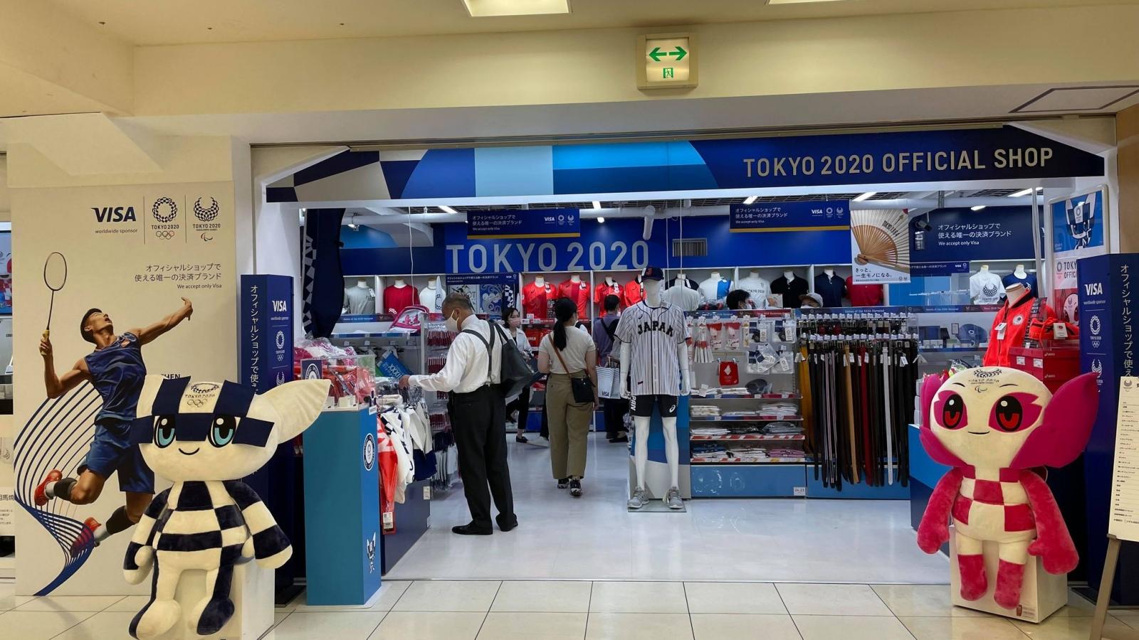 Cửa hàng lưu niệm chính thức của Olympic và Paralympic Tokyo 2020 có những gì?