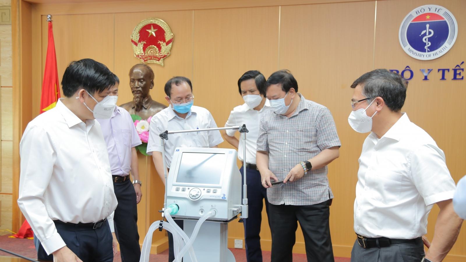 Petrovietnam trao tặng 200 máy thở dòng chức năng cao để điều trị bệnh nhân Covid-19 nặng