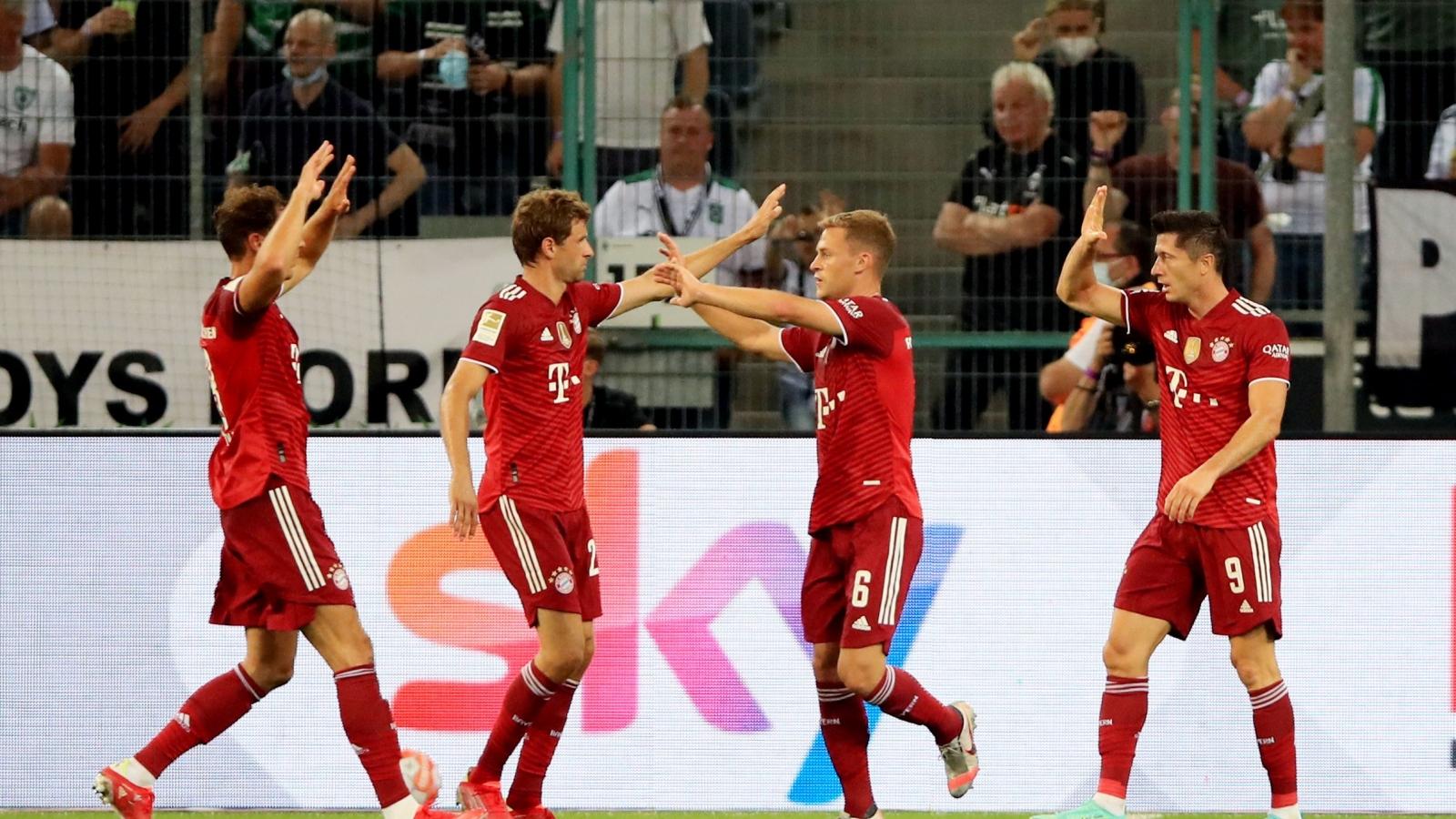 Lewandowski tỏa sáng, Bayern thoát thua trong trận ra quân Bundesliga