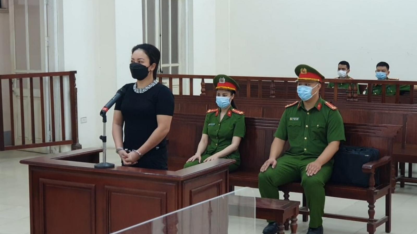 """Nữ chủ quán karaoke mở cửa """"chui"""", chống người thi hành công vụ lĩnh án tù"""