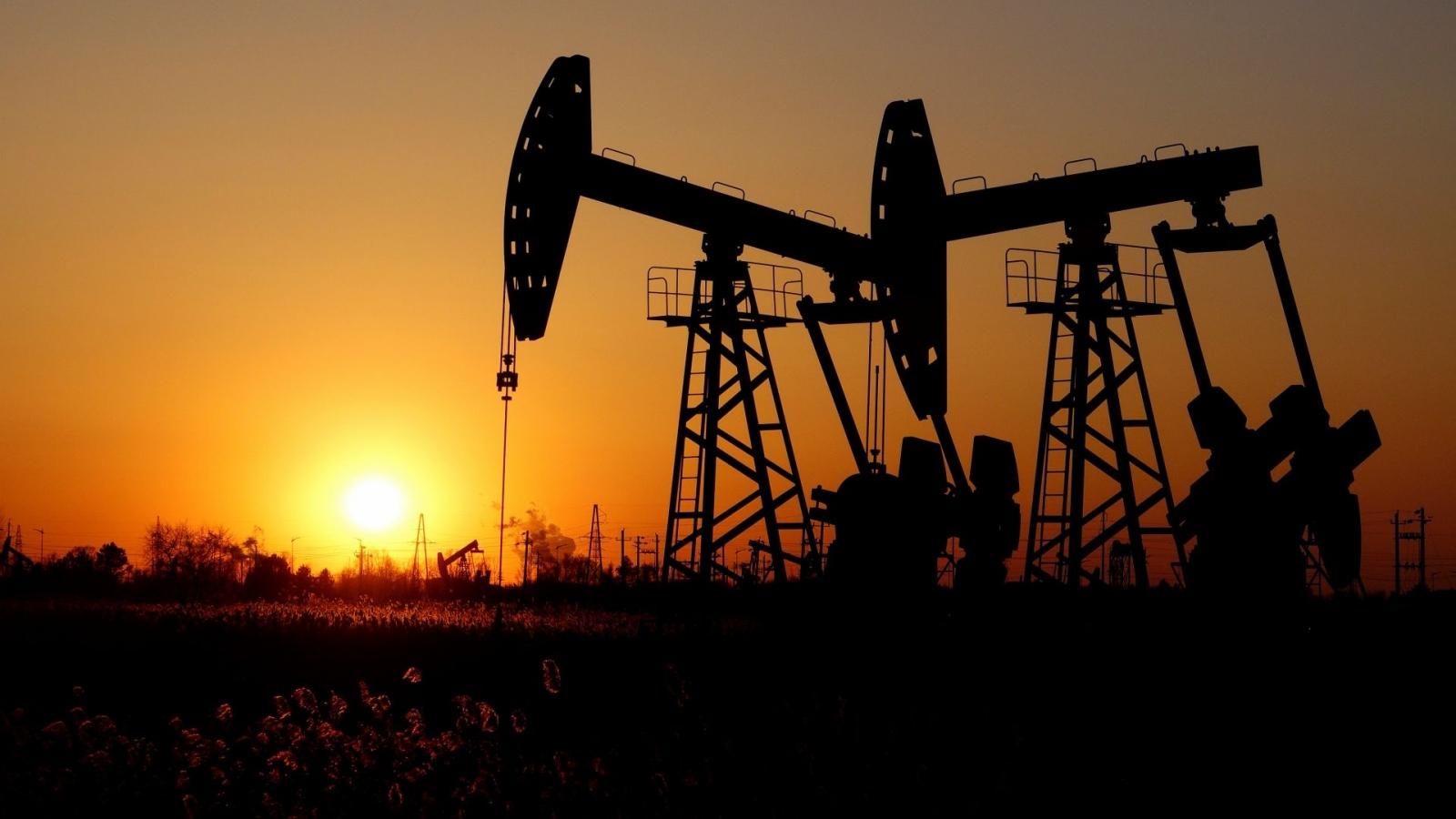 Thị trường dầu mỏ biến động vì biến thể Delta và căng thẳng Trung Đông
