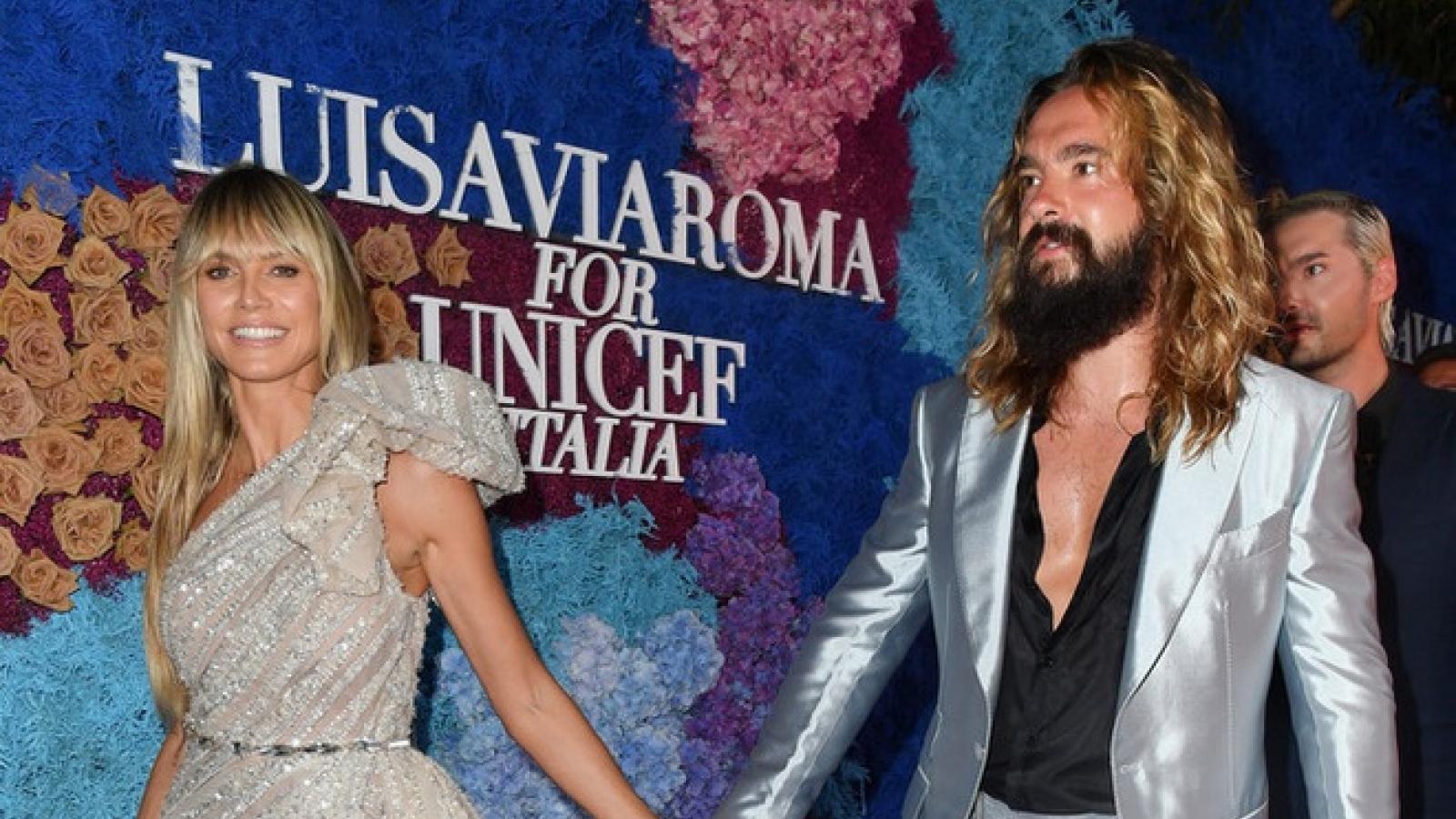Siêu mẫu nội y Heidi Klum diện váy xẻ cao bên chồng kém 16 tuổi
