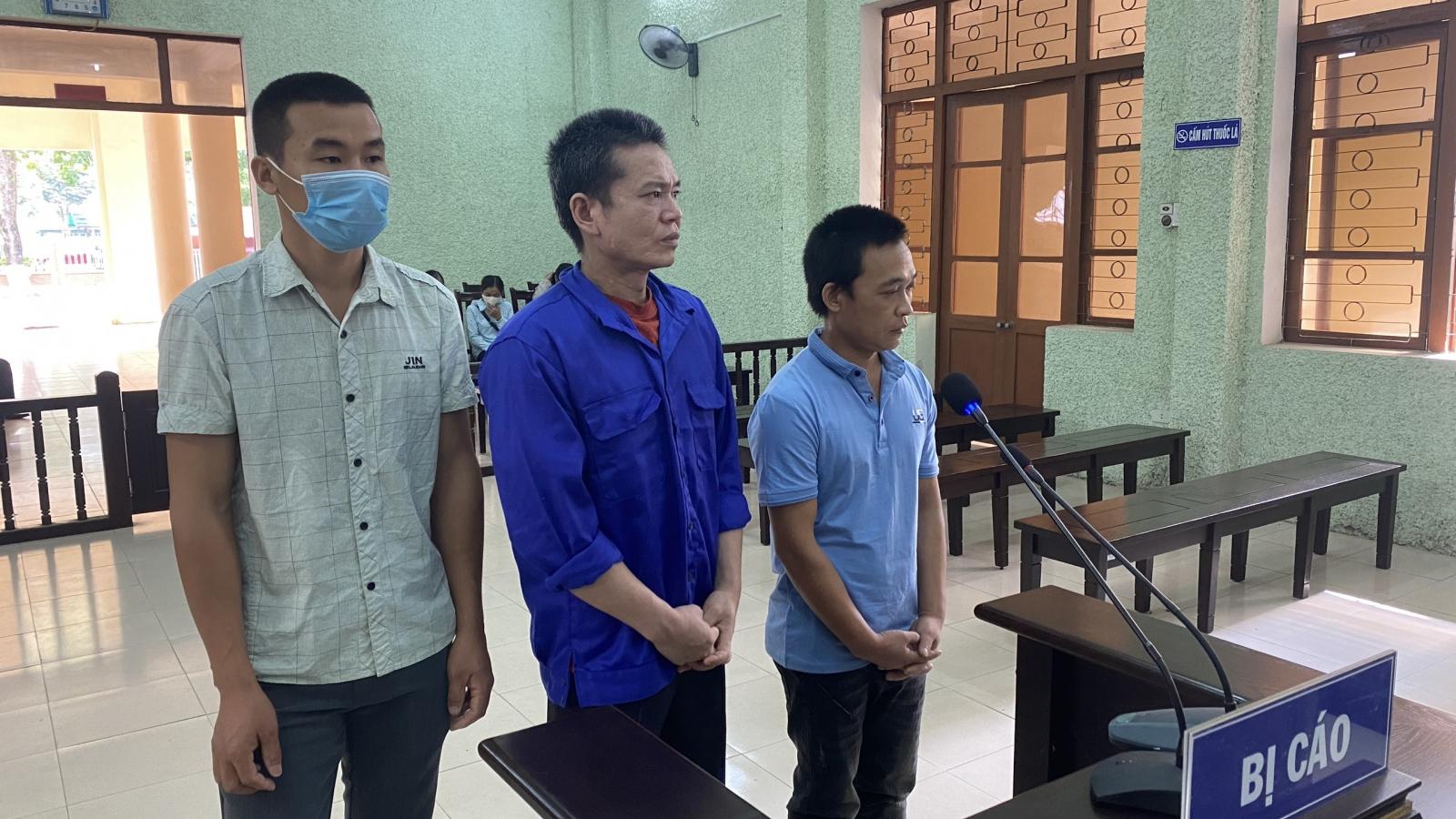 Tổ chức cho người khác xuất cảnh trái phép, 3 đối tượng lĩnh án 26 năm tù giam