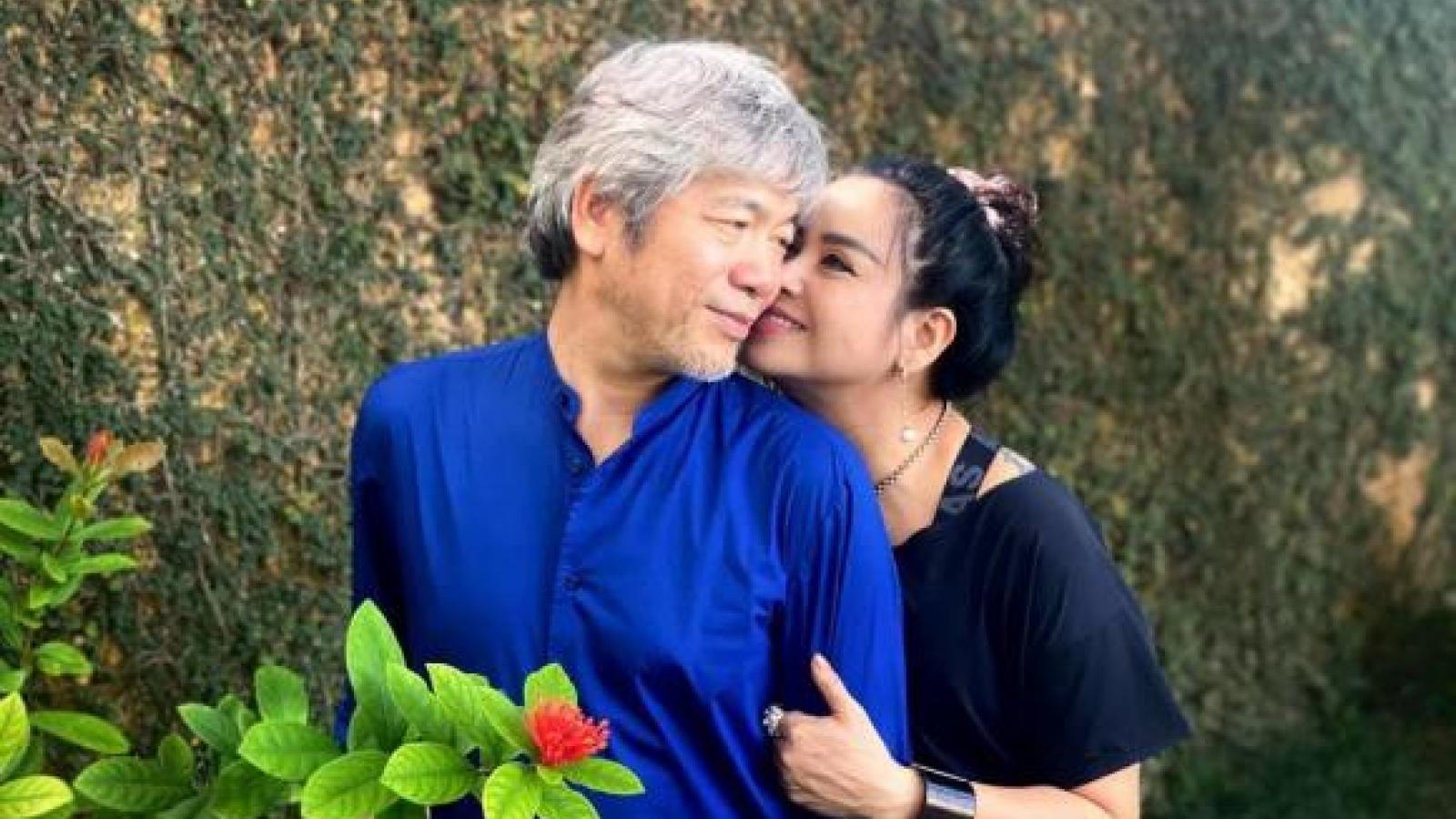 Chuyện showbiz: Thanh Lam trẻ trung như thiếu nữ, tình tứ bên bạn trai bác sĩ