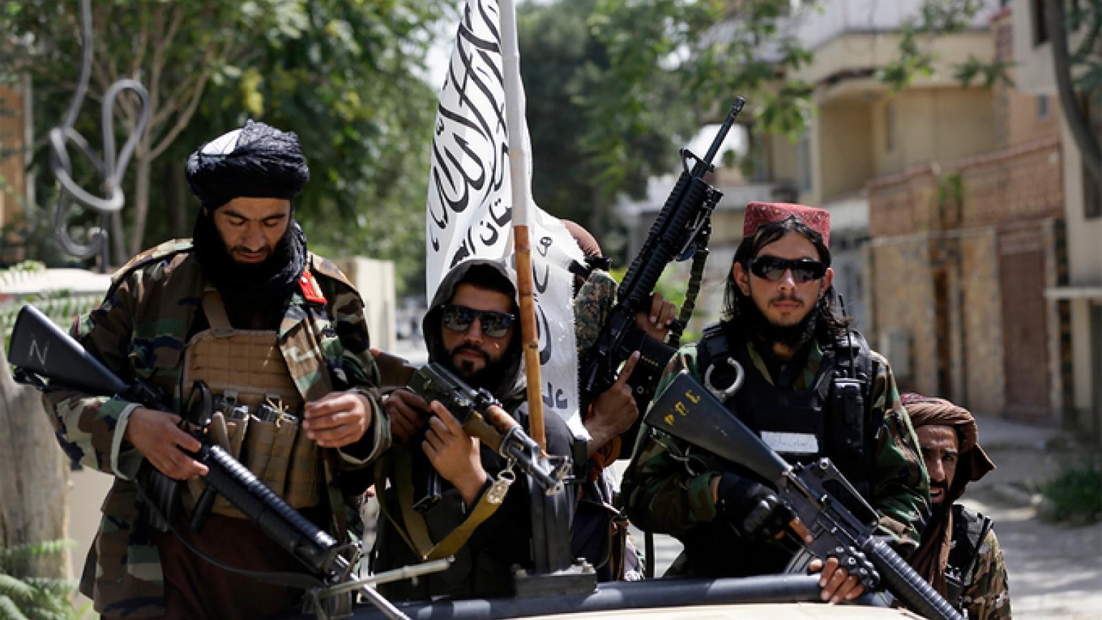 Taliban họp báo tại sân bay Kabul, Anh vàMỹ vẫncòn công dân tại Afghanistan