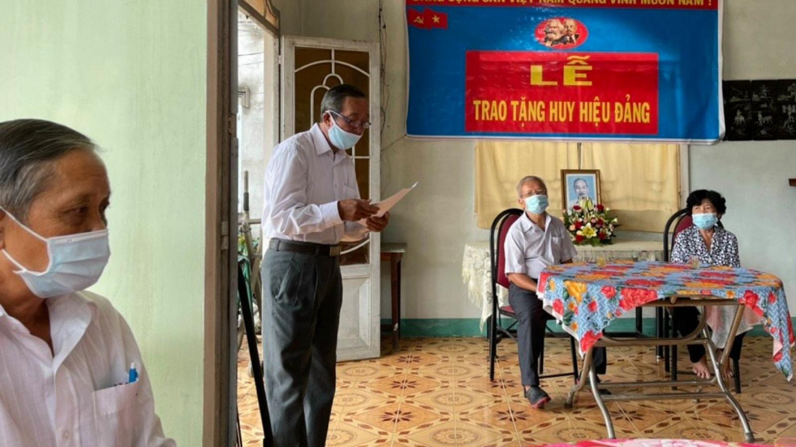 Bến Tre trao tặng Huy hiệu Đảng cho 448 đảng viên tiêu biểu