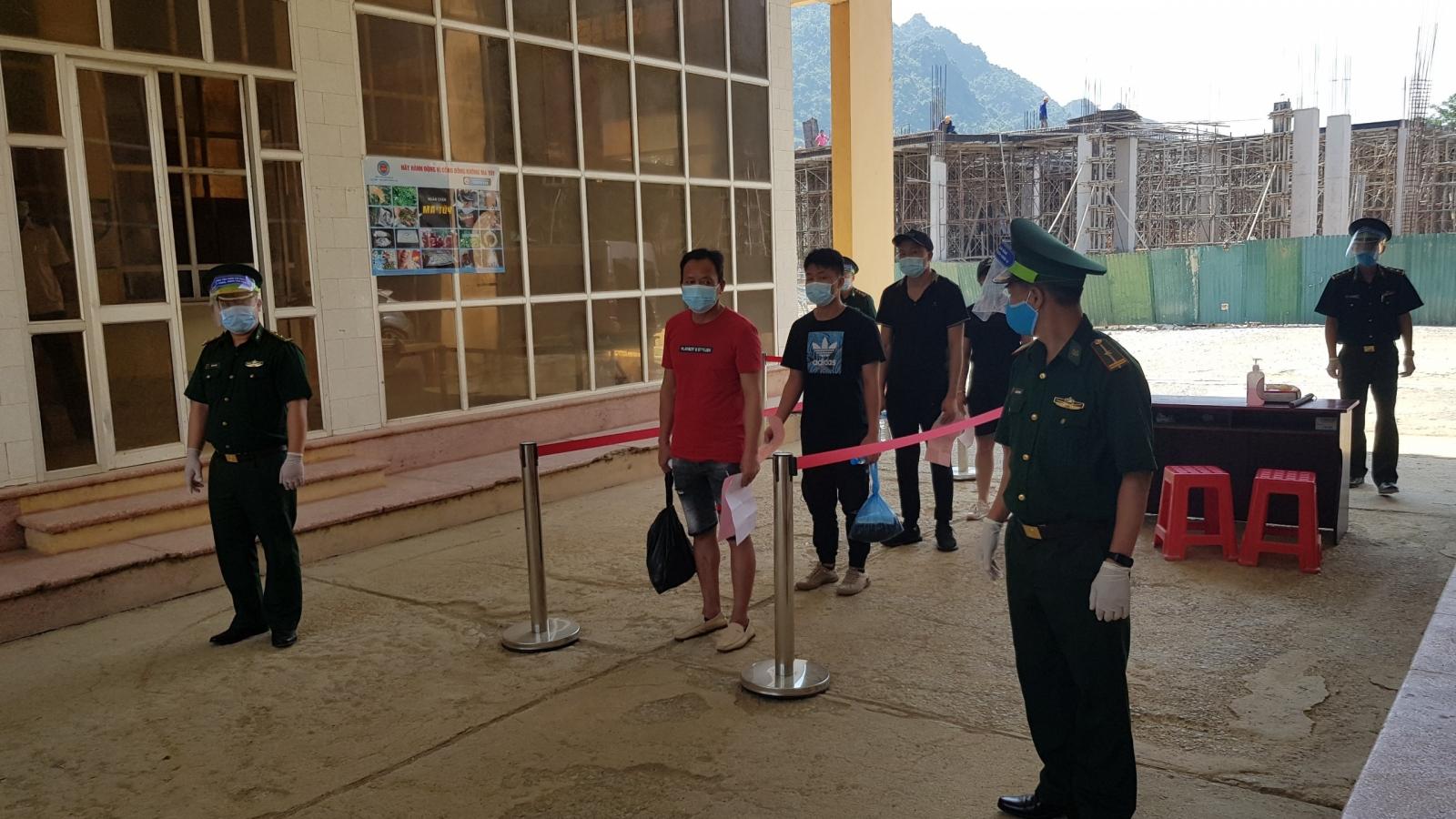 Trao trả công dân Trung Quốc nhập cảnh trái phép