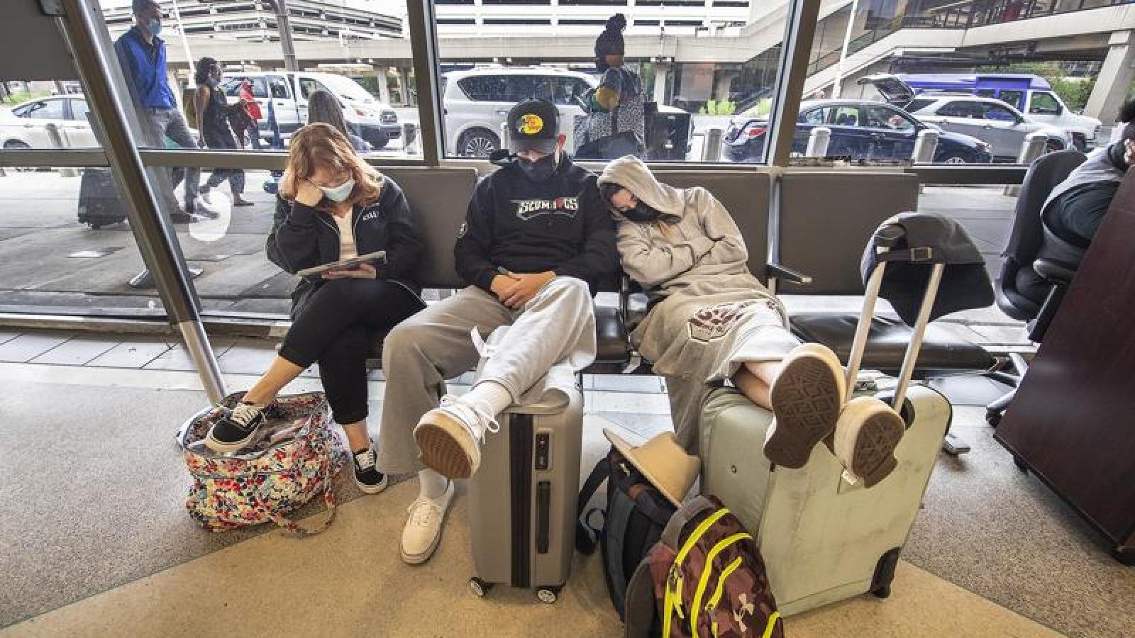 Các hãng hàng không Mỹ rối loạn khi nhu cầu du lịch tăng cao