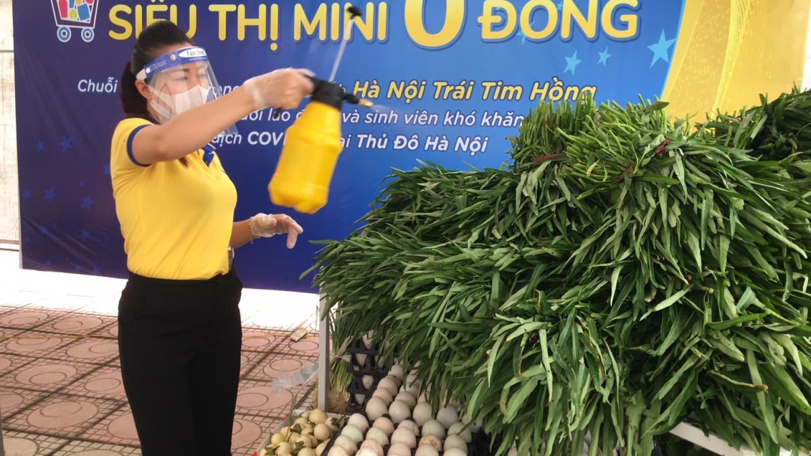 """""""Siêu thị mini 0 đồng"""" đầu tiên ở Hà Nội giúp đỡ người dân gặp khó khăn"""