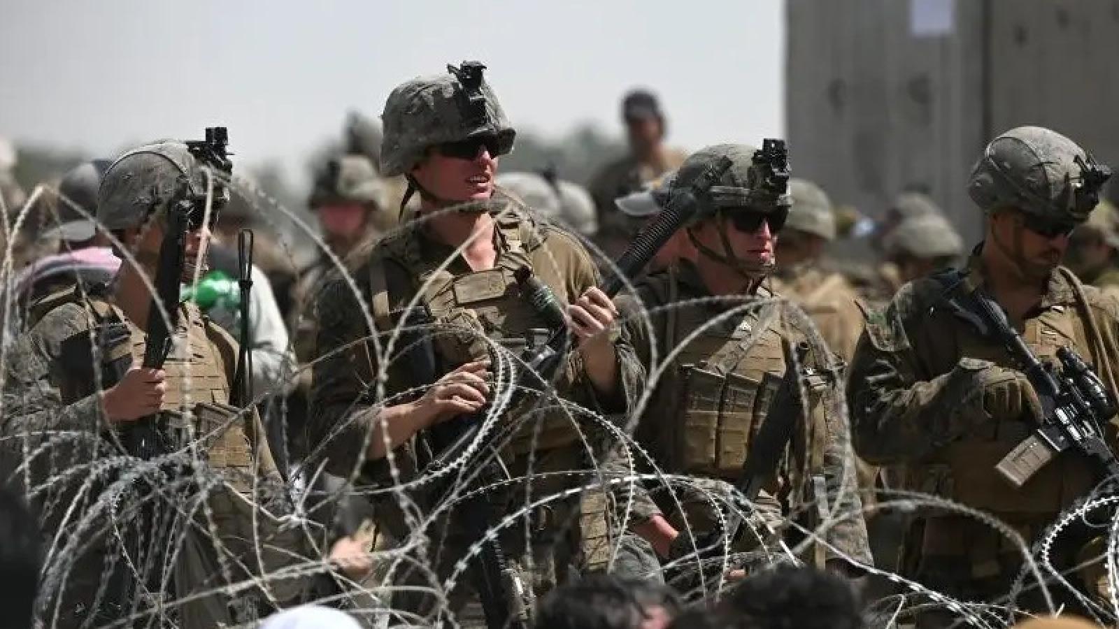 Ít nhất 31 binh sĩ Mỹ thương vong trong vụ tấn công khủng bố ở sân bay Kabul