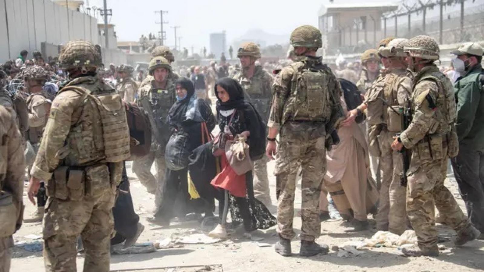 Phương Tây sắp hoàn tất việc sơ tán khỏi Afghanistan, Anh dọa sẽ trừng phạt Taliban