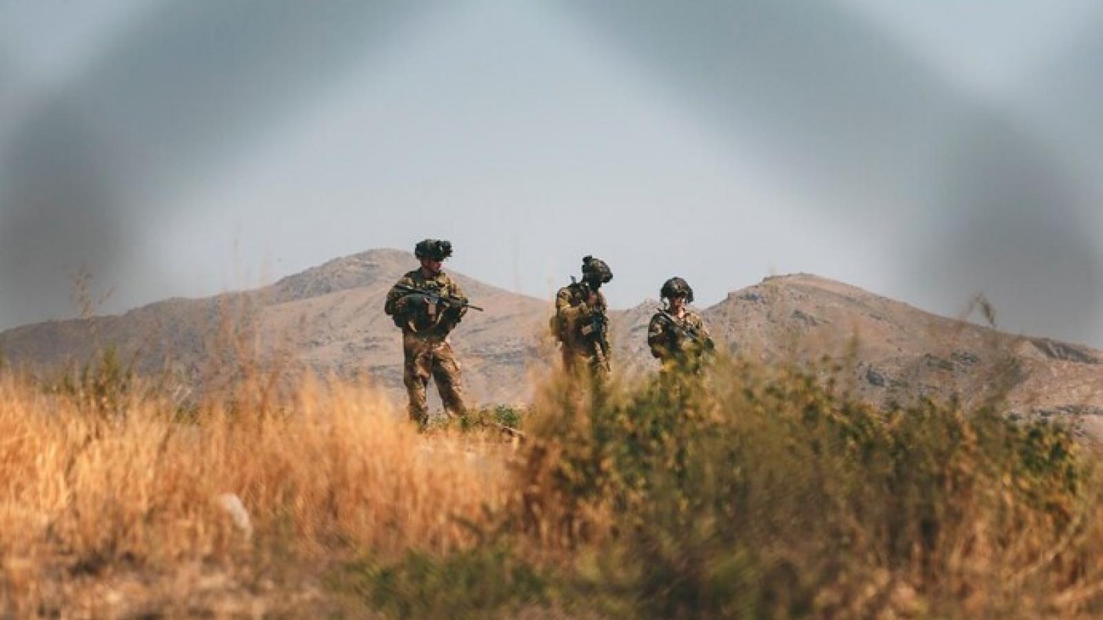 Mỹ mở rộng vùng an toàn quanh sân bay Kabul, dùng máy bay thương mại sơ tán công dân